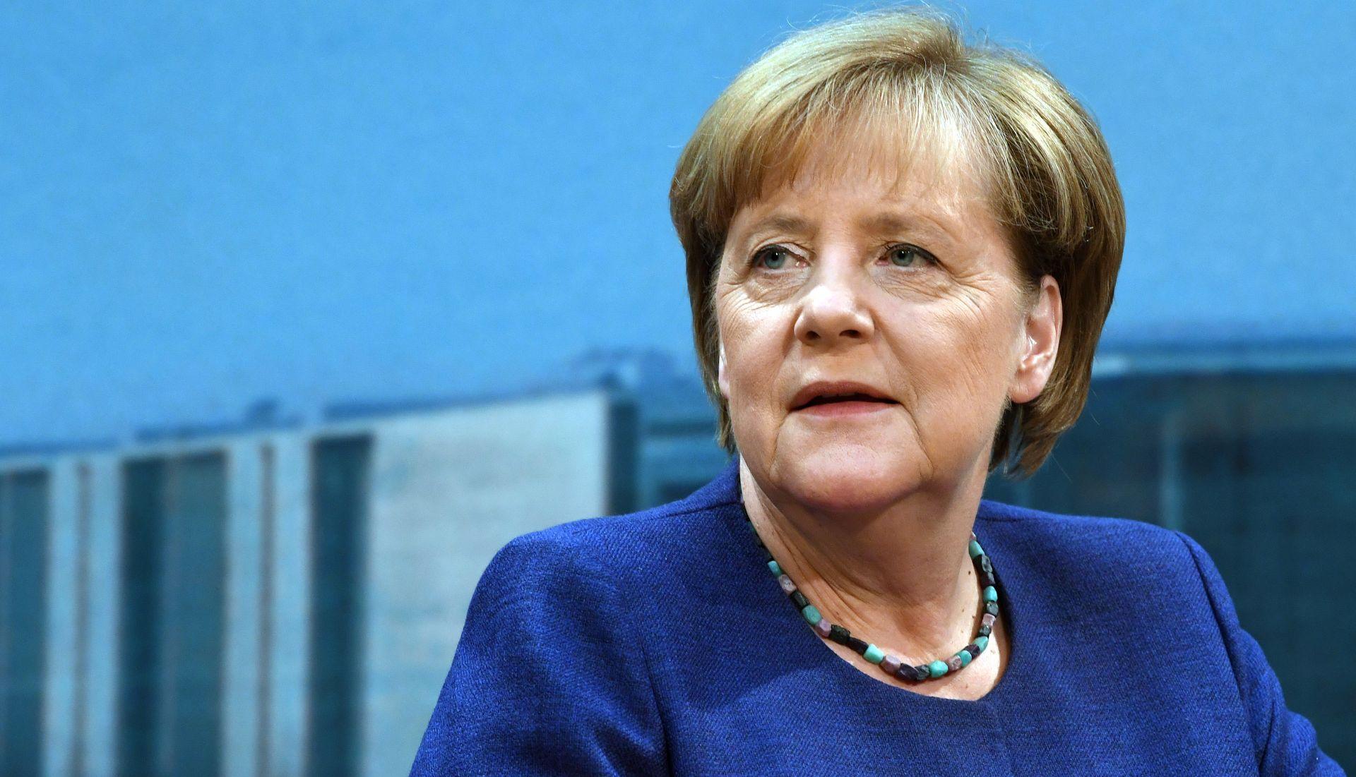 Merkel najavila restrikciju trgovine s Turskom zbog uhićenja