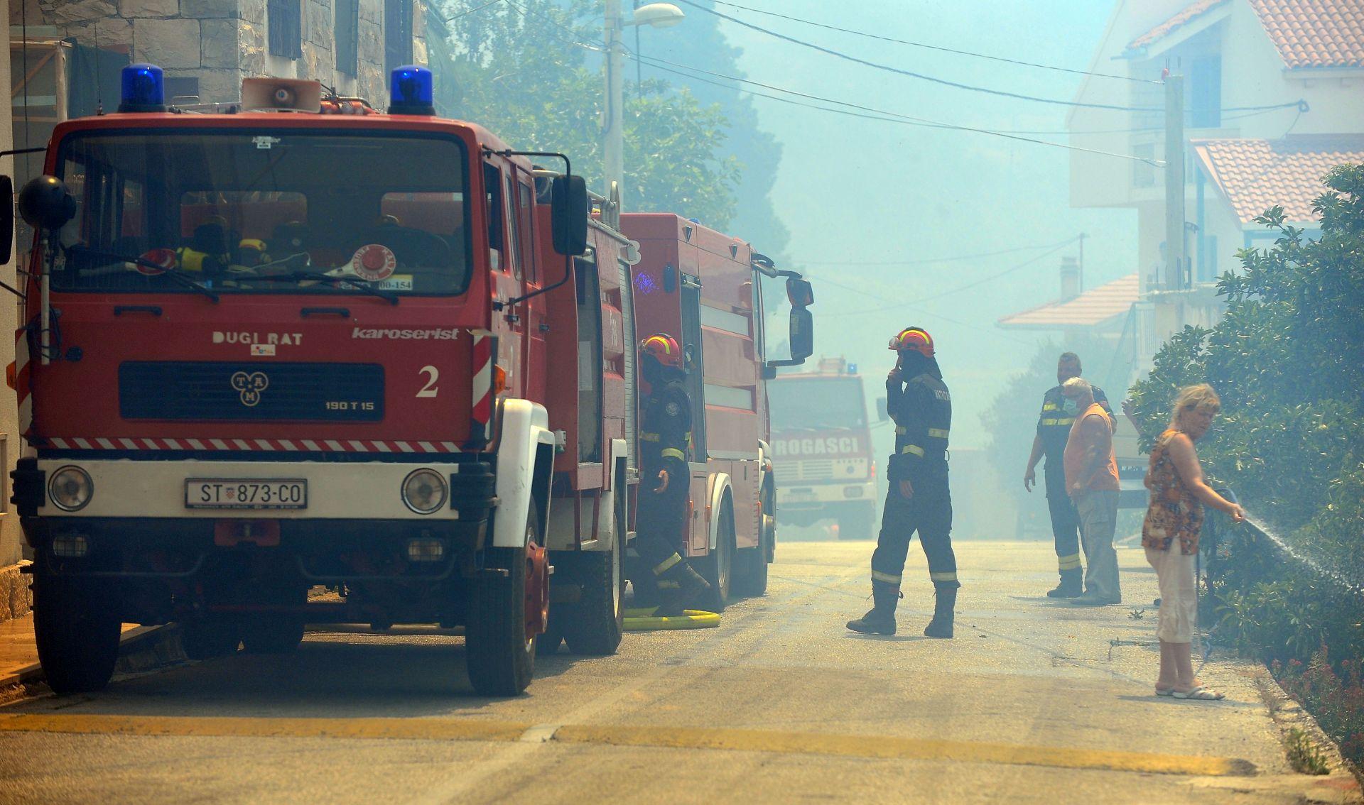 SPARTANCI 300 vatrogasaca s mora i kontinenta zajedno gase kod Kistanja