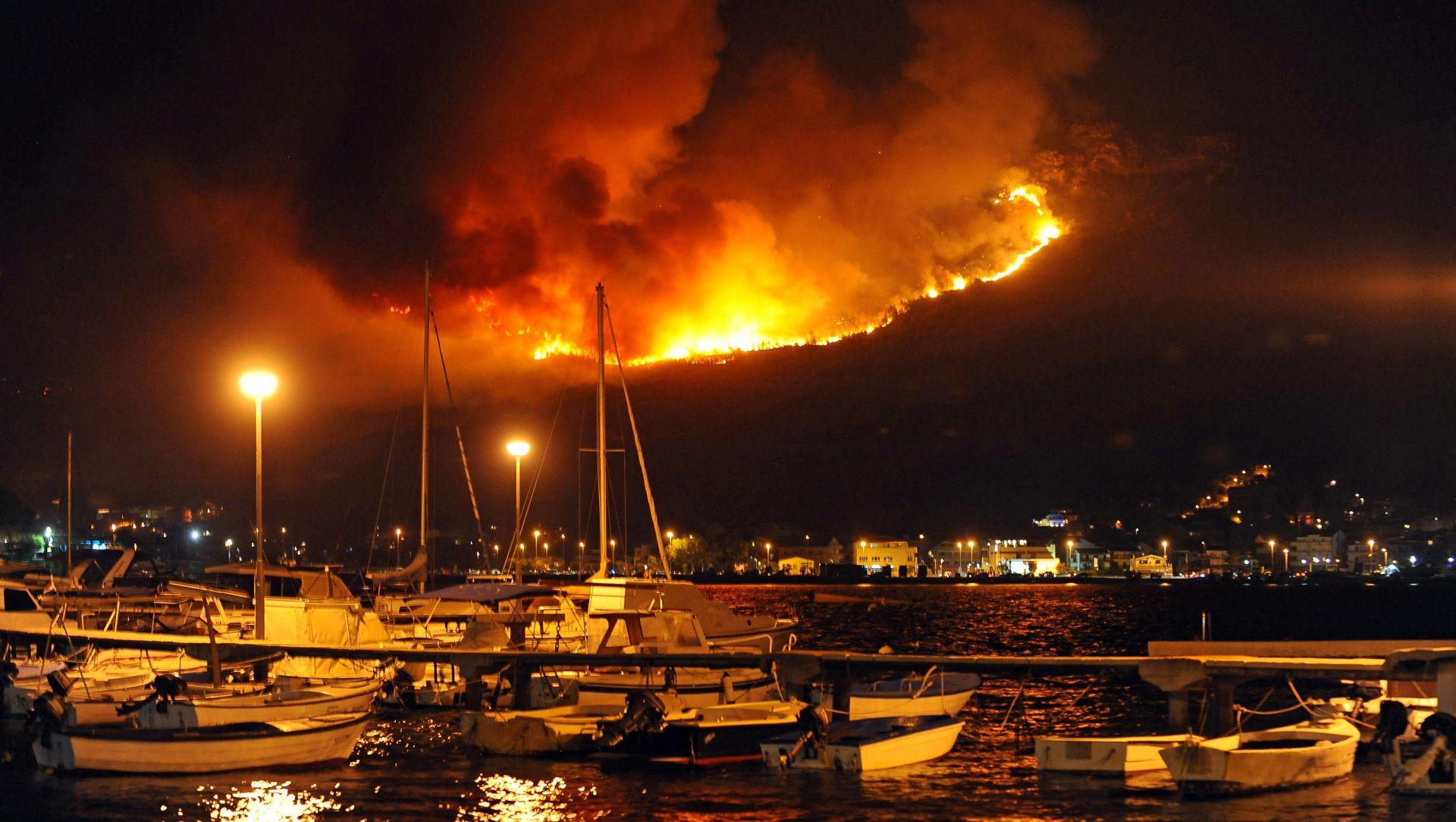 Grabar-Kitarović smatra da je vojska mogla ranije pomoći u gašenju požara