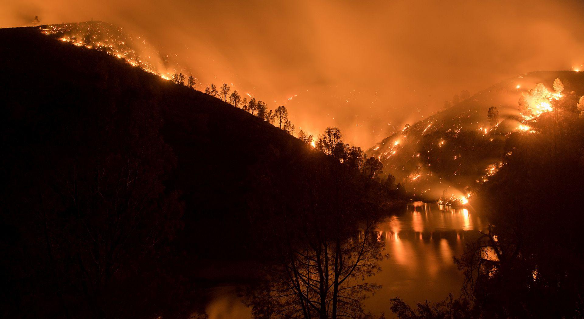 U požaru u Kaliforniji izgorjelo 45 zgrada u blizini parka Yosemite