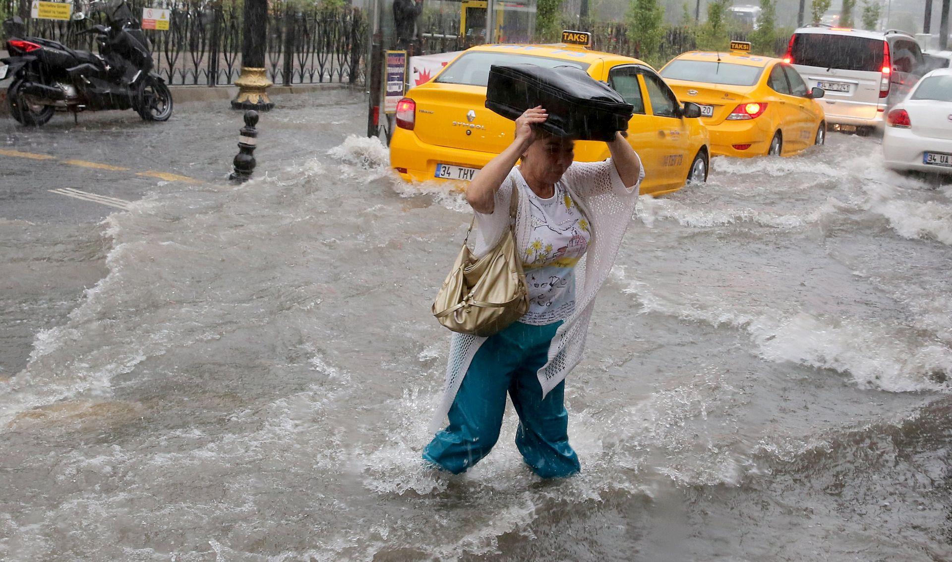 Poplave u Istanbulu nakon jake kiše i oluje