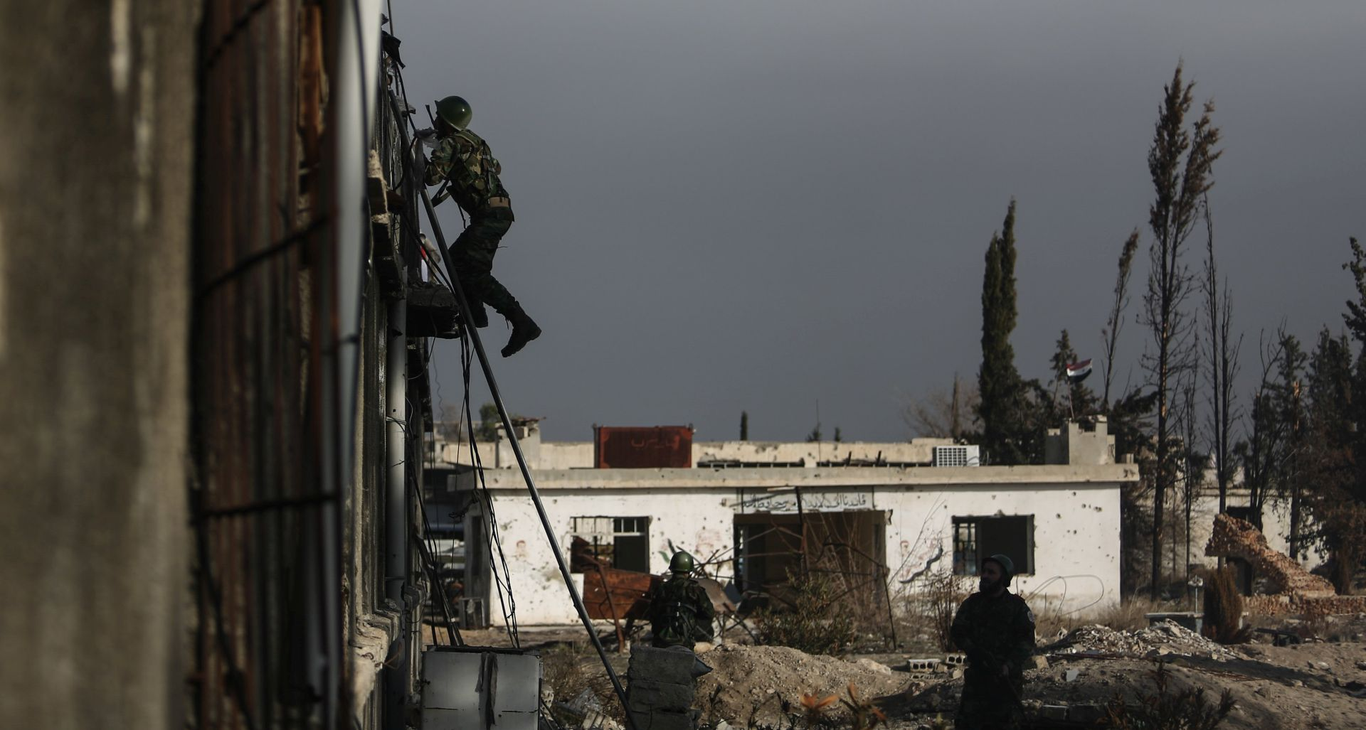 Sirijska vojska i Hezbolah u ofenzivi na pogranično područje