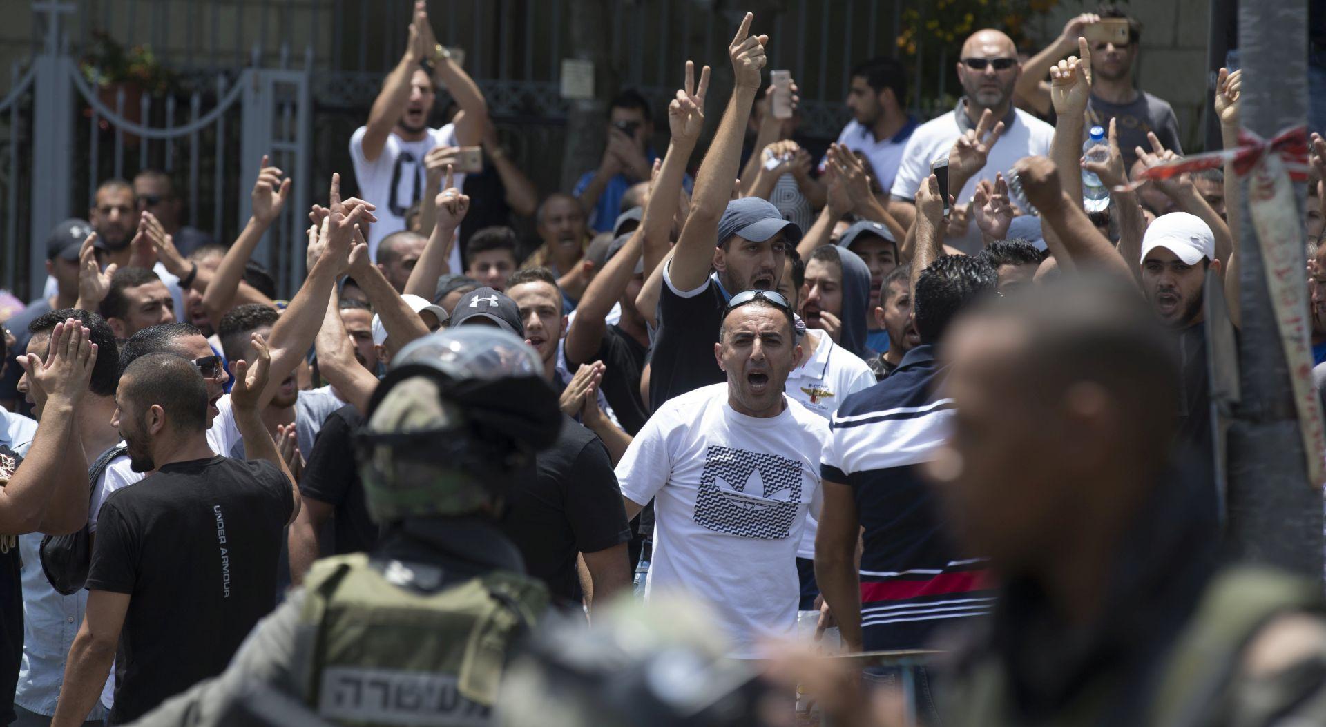 Papa apelira na mir, Izrael razmatra ublažavanje mjera u Jeruzalemu