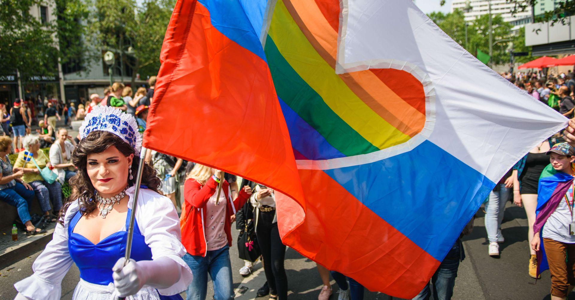 Deseci tisuća ljudi na Paradi ponosa u Berlinu