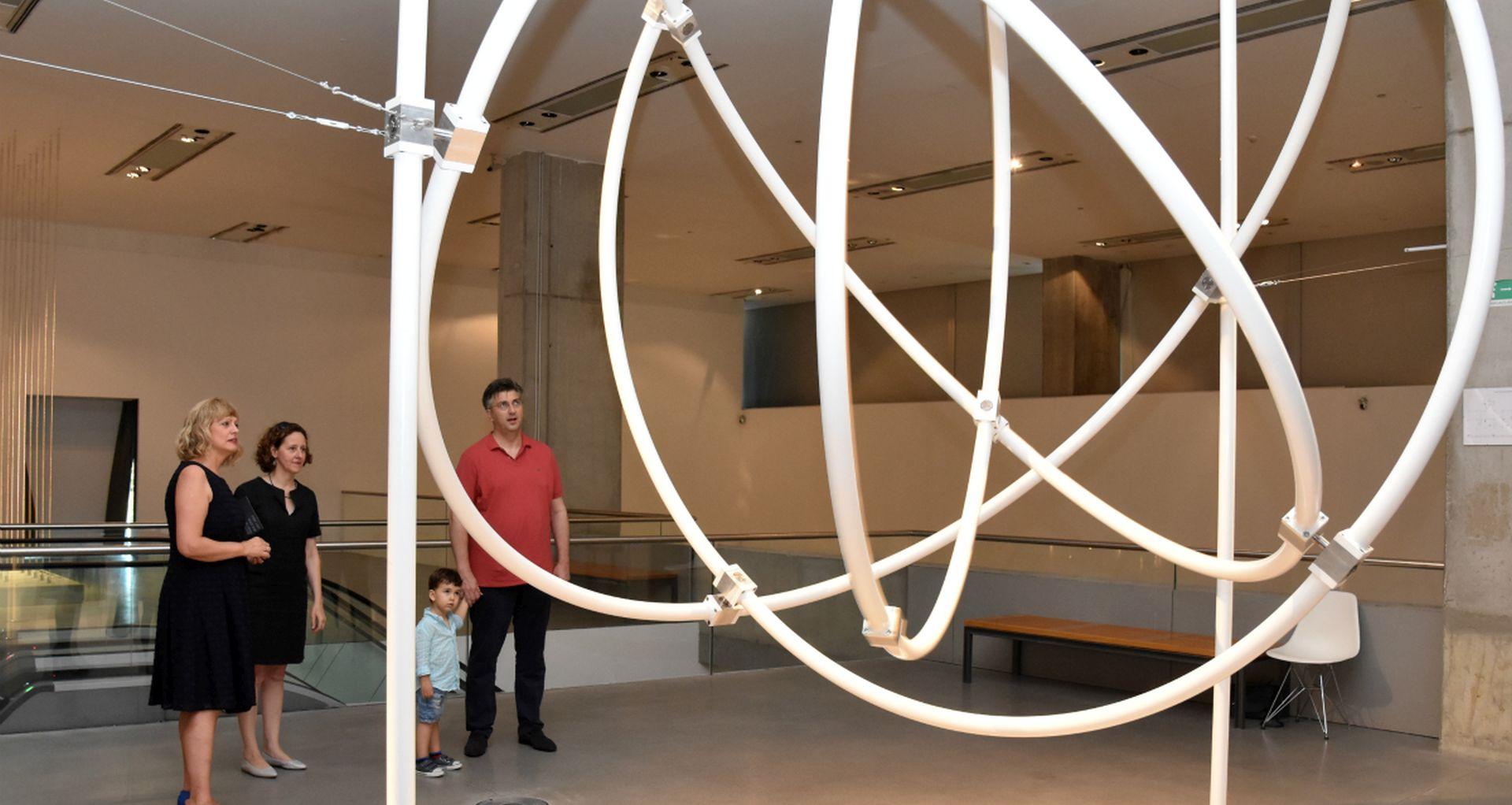 Predsjednik Vlade posjetio izložbu Ivane Franke u Muzeju suvremene umjetnosti