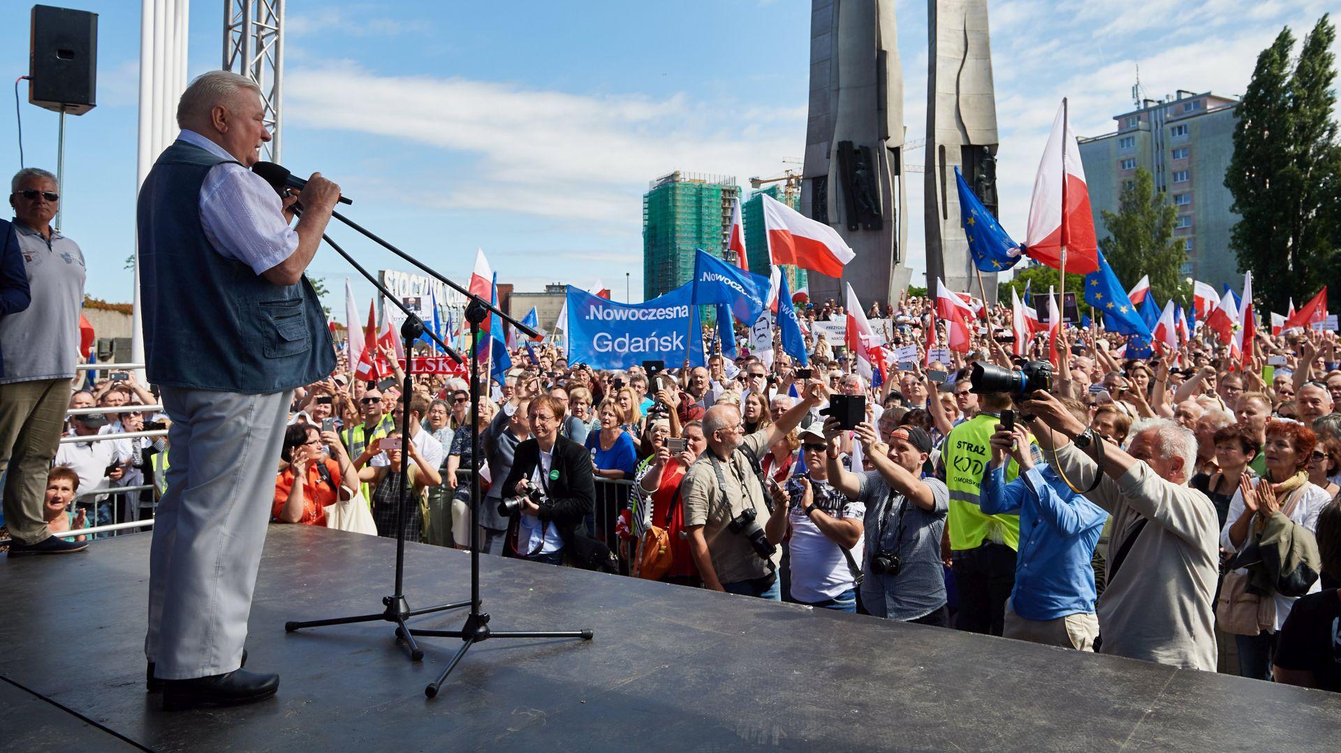 Lech Walesa pridružio se prosvjedima protiv pravosudne reforme u Poljskoj