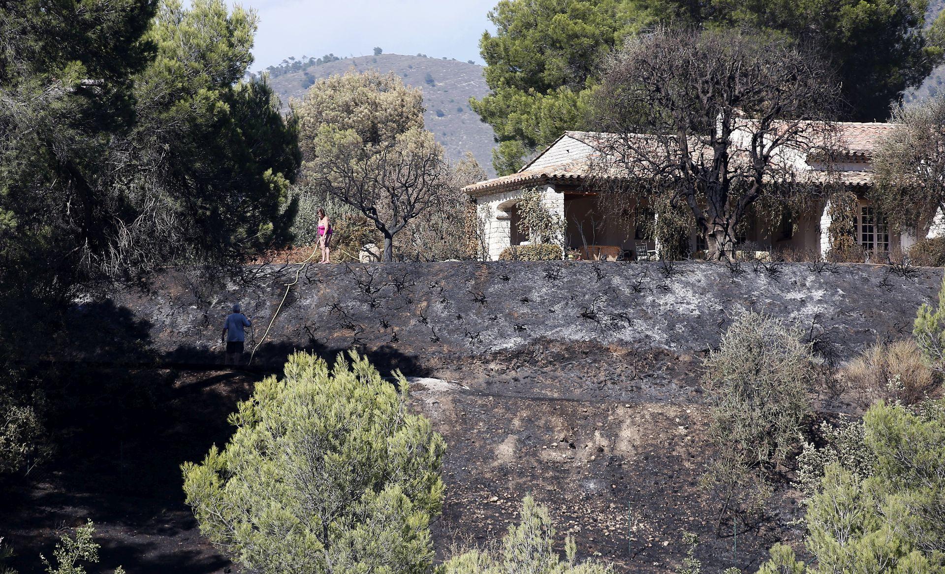 FRANCUSKA Zbog požara evakuirano 10.000 ljudi