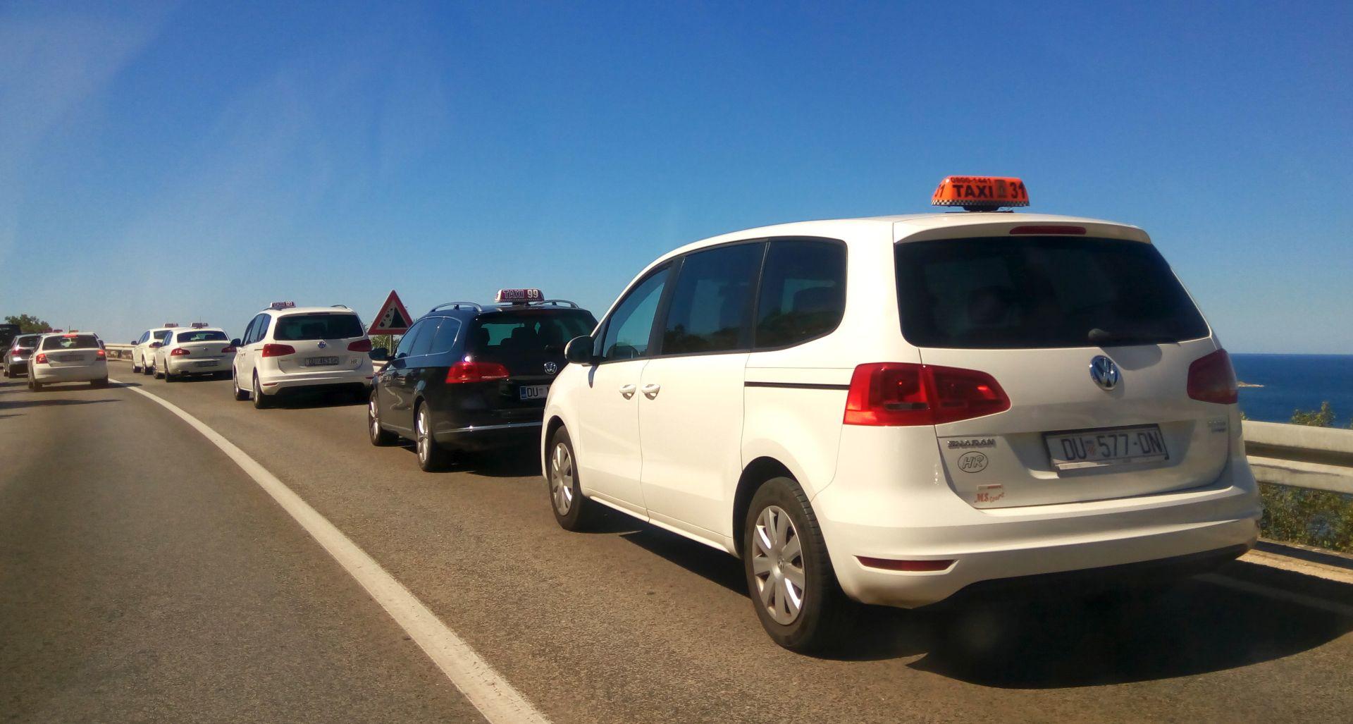 USRED SEZONE Dubrovački, splitski i zagrebački taksisti prosvjeduju protiv Ubera