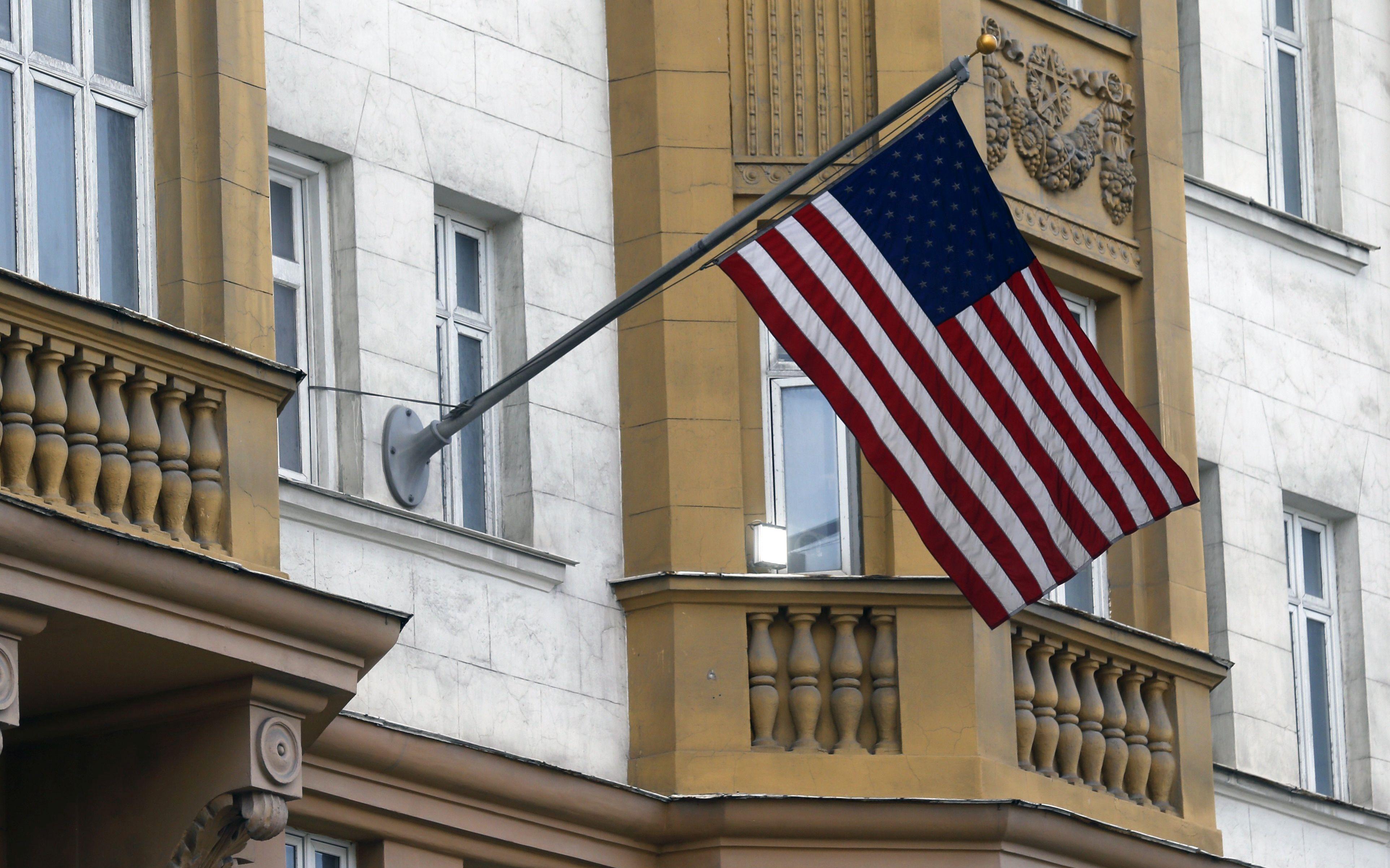 Putin najavio da će 755 američkih diplomata morati napustiti Rusiju