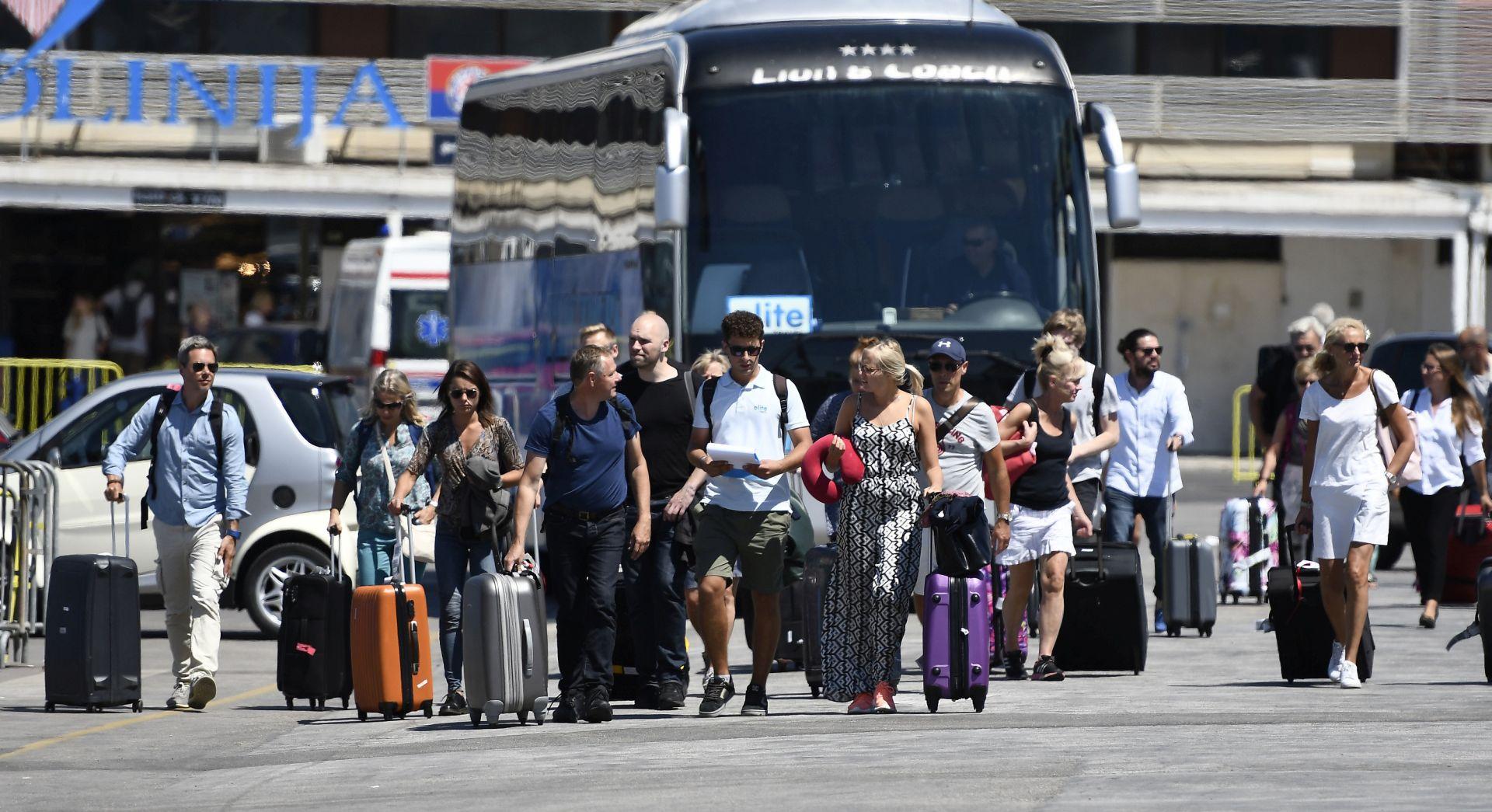 SPLIT Udarni vikend u Zračnoj i Trajektnoj luci