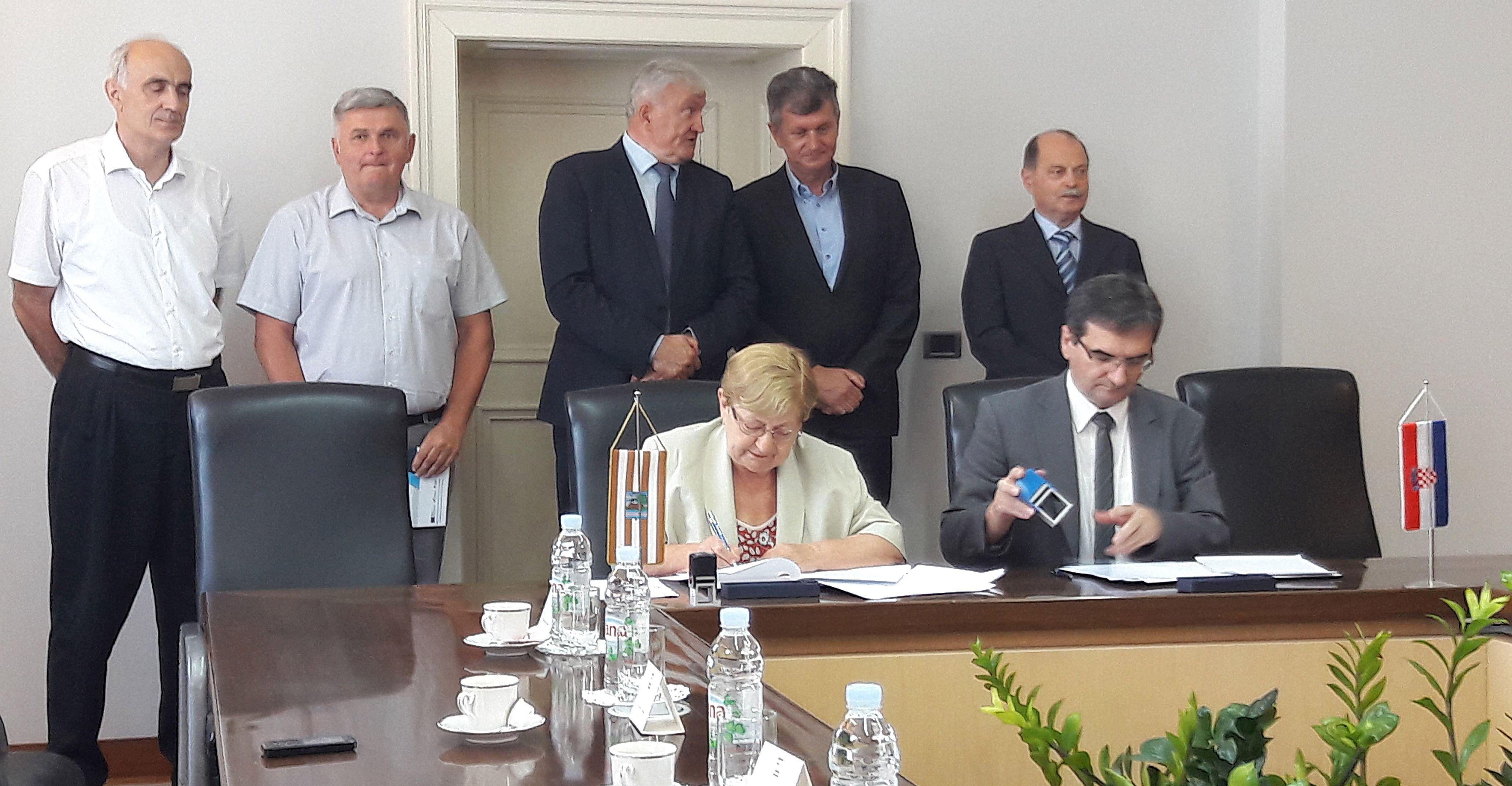Potpisan ugovor o funkcionalnom spajanju vukovarske i vinkovačke bolnice