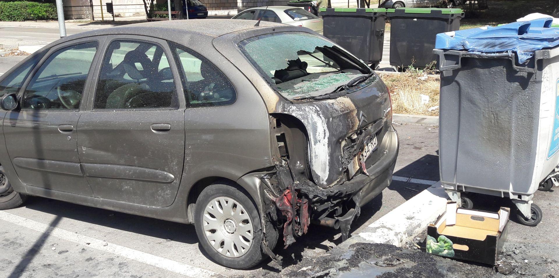 U Puli tijekom noći podmetnuto pet požara, oštećena tri vozila i vrata trgovine