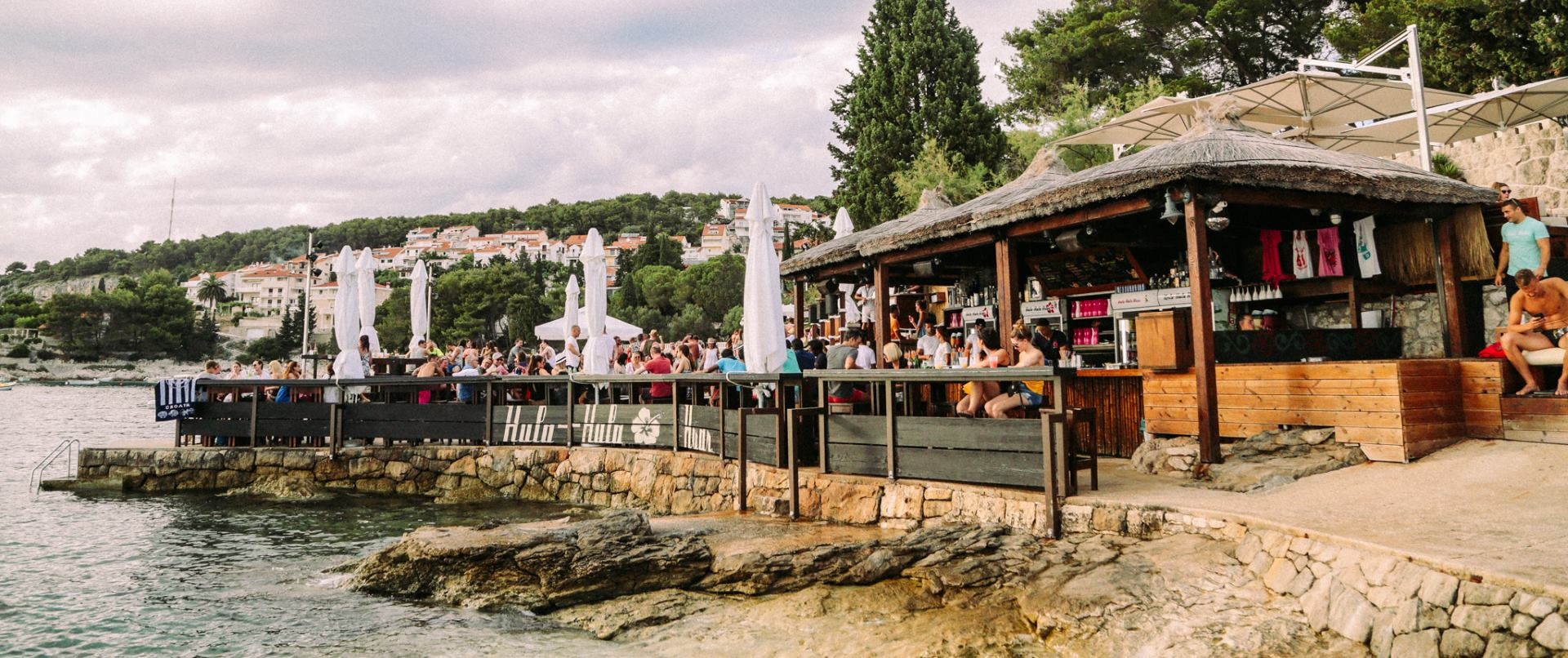 HULA HULA HVAR Luksuzni beach bar predstavlja bogat glazbeni program
