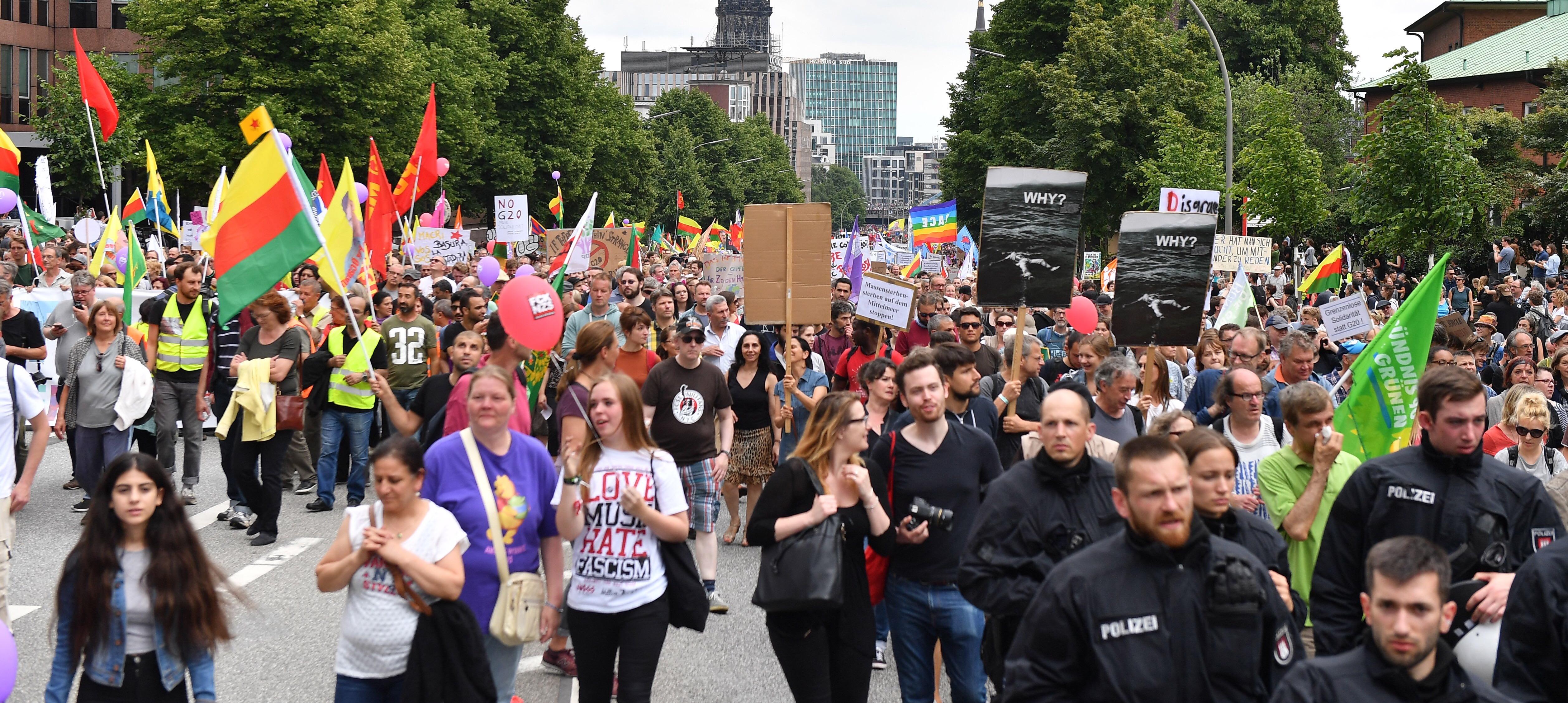 HAMBURG Sukobi i vodeni topovi na završnom prosvjedu protiv G20