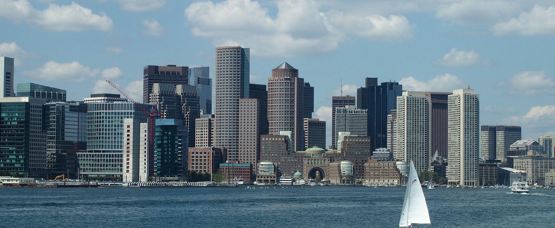 BOSTON Taksijem se zaletio u pješake kod zračne luke, najmanje devet ozlijeđenih