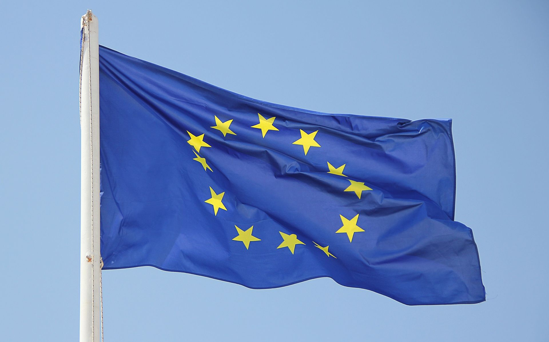 Europska komisija ozbiljno zabrinuta zbog napada na neovisnost pravosuđa u Poljskoj