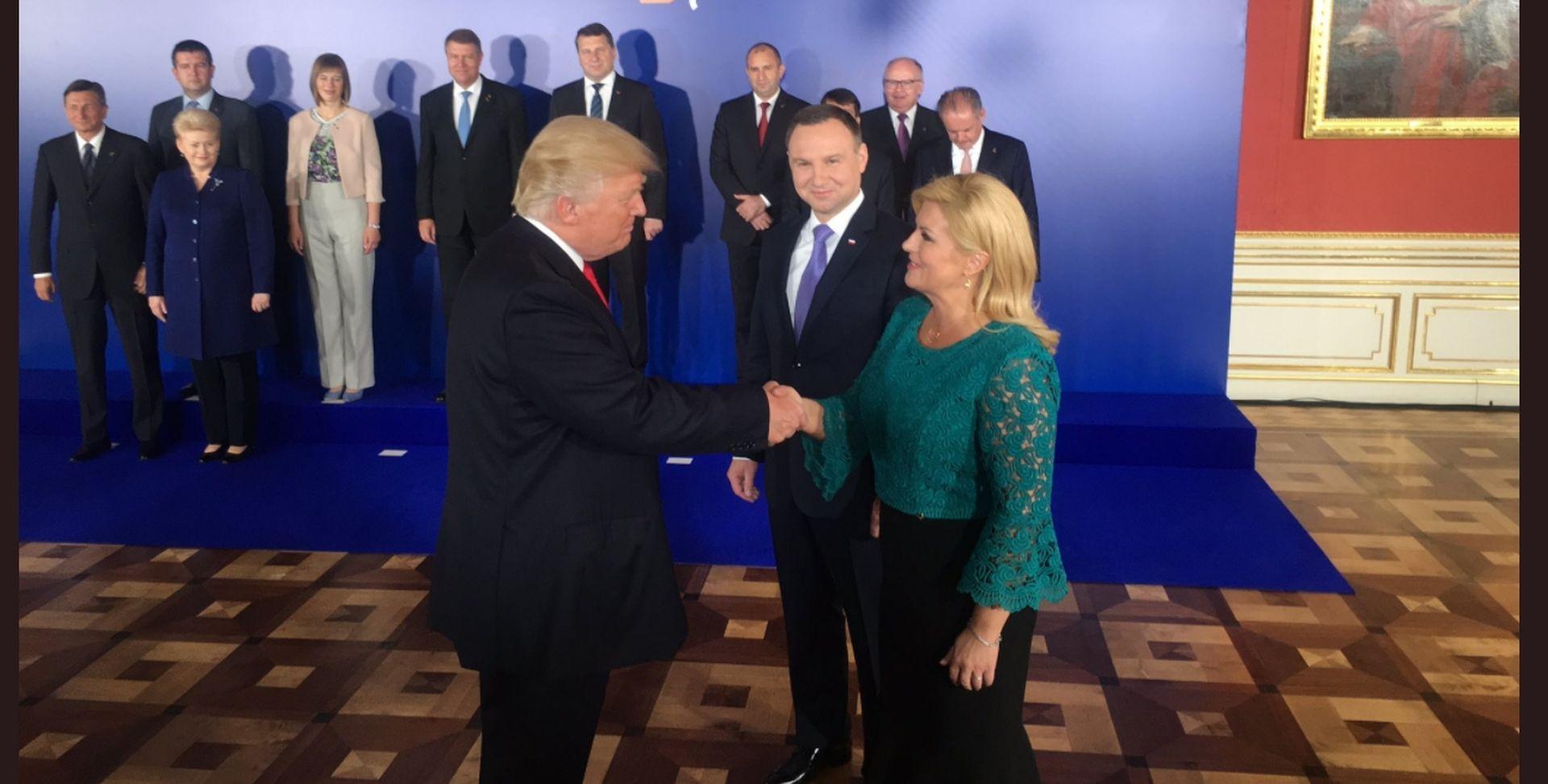 """SUSRET S TRUMPOM Predsjednica objavila fotografiju s """"posebnim gostom"""""""