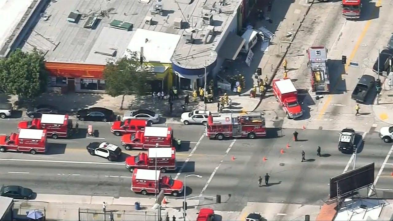 VIDEO: TEŠKA PROMETNA NESREĆA U LOS ANGELESU Vozač se zabio u ljude, najmanje 9 ozlijeđenih
