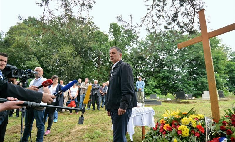 Komemoracija za ubijene Srbe u Glini protekla uz glasne prosvjede