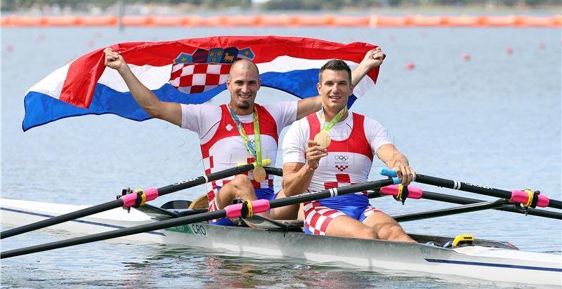 Prvo službeno natjecanje braće Sinković u dvojcu bez kormilara