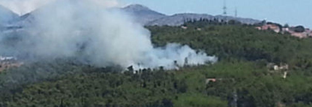 OPET GORI Novi požar iznad solinskog groblja a Splitom se širi smrad