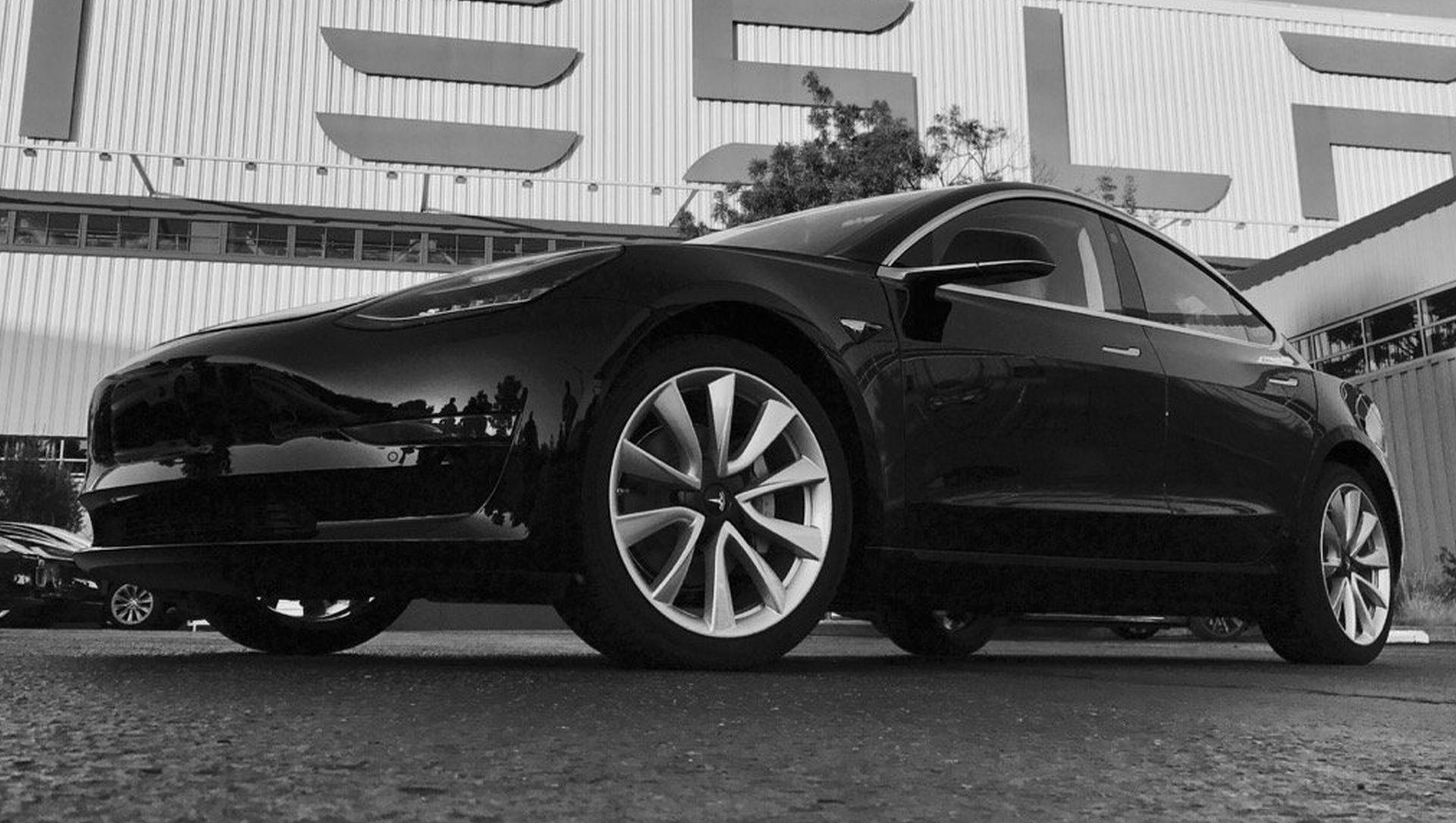 TESLA Elon Musk objavio fotografije najnovijeg Modela 3