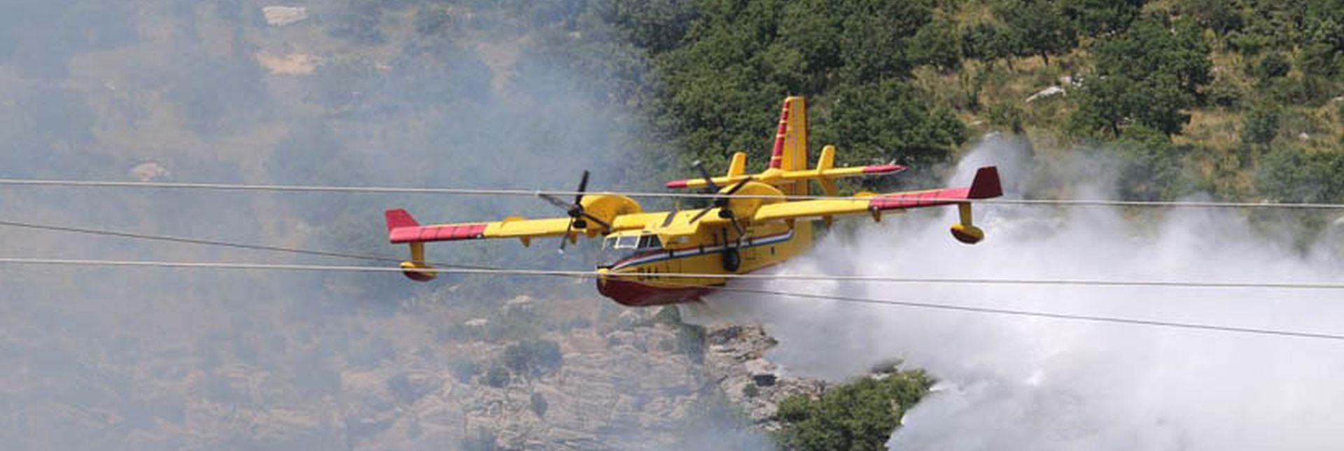 35 TISUĆA TONE VODE, MORH: Dva airtractora na požarištu na Dinari