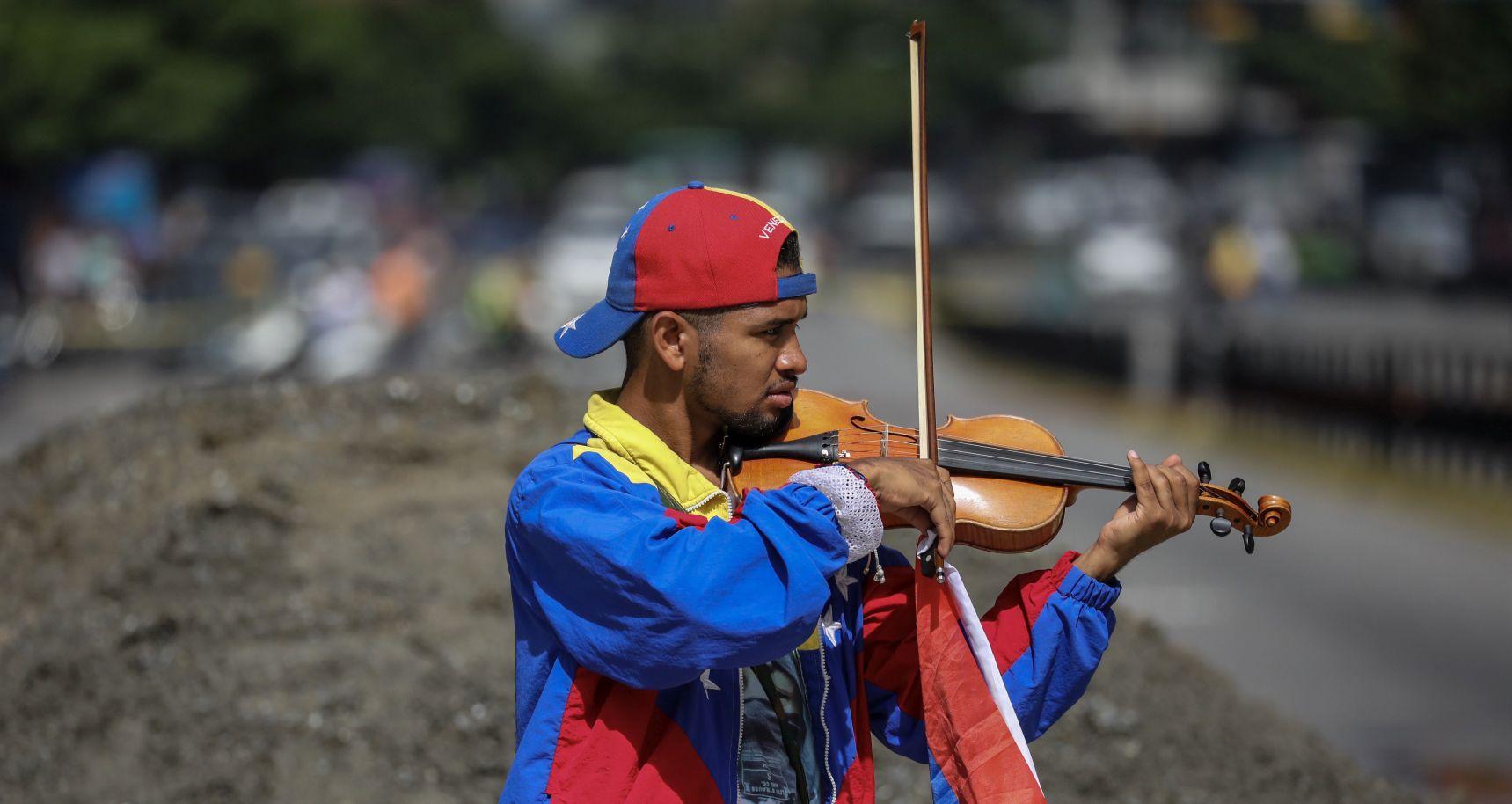 VENEZUELA Violinist, simbol prosvjeda, izgubio sluh u policijskom nasilju