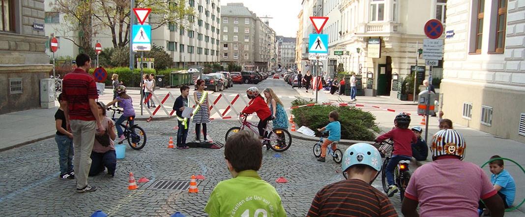 Grad Beč zatvara neke od kvartovskih ulica, koje nakratko postaju mjesto druženja