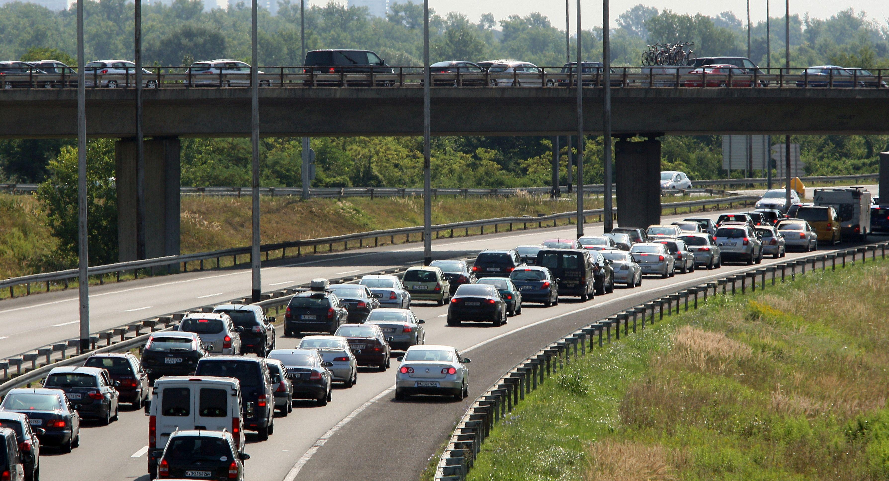HAK Požar zatvorio dionice autoceste A1, jak vjetar između tunela Sveti Rok i čvora Maslenica