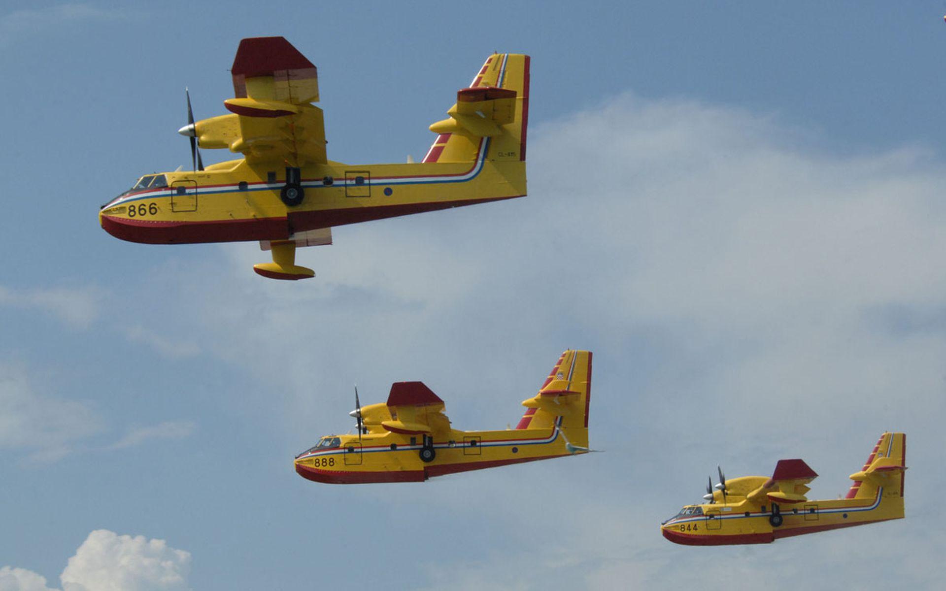 Airtractor gasi požar na Ugljanu