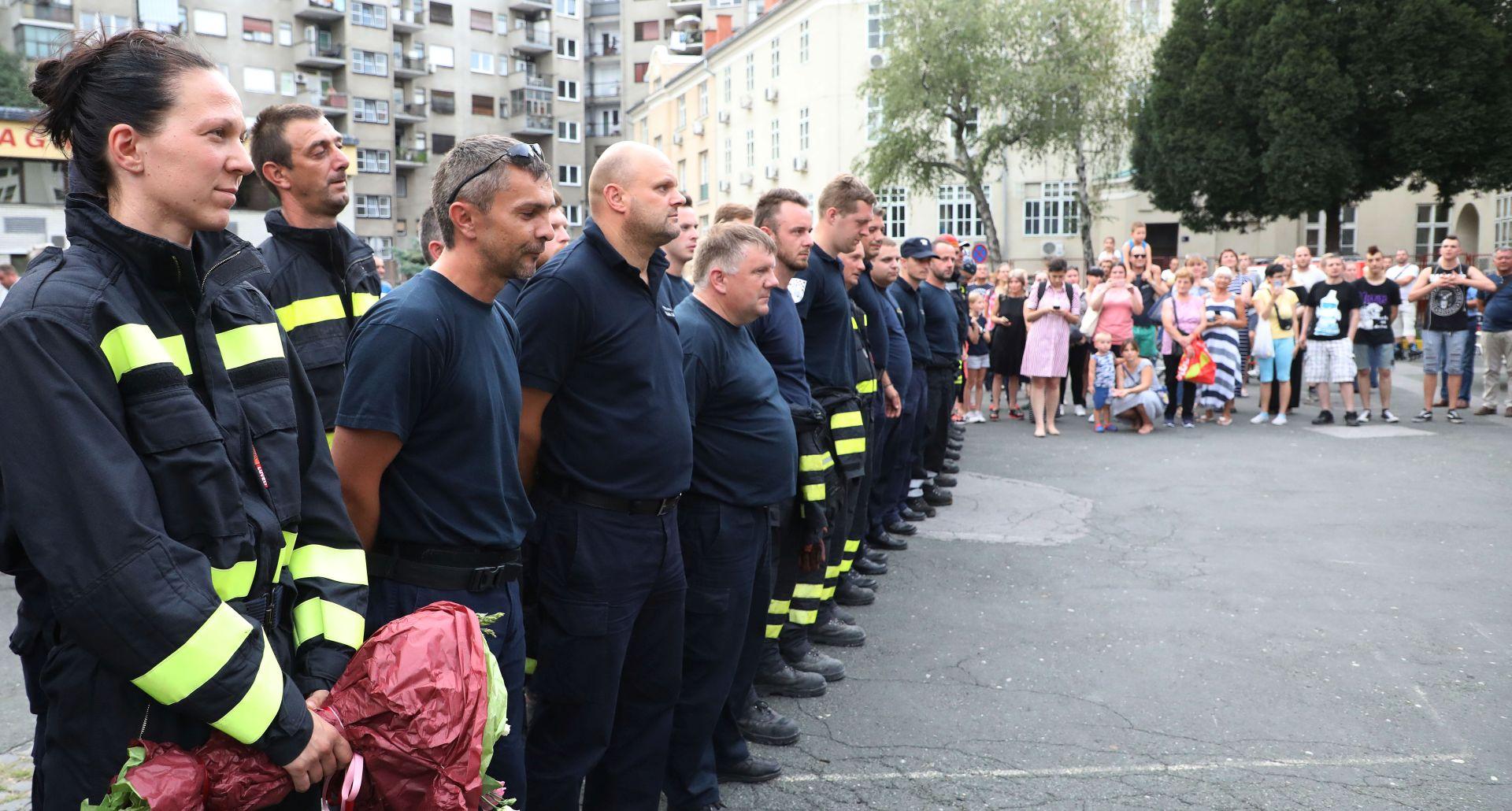 Zagrebački vatrogasci pomažu Drnišu