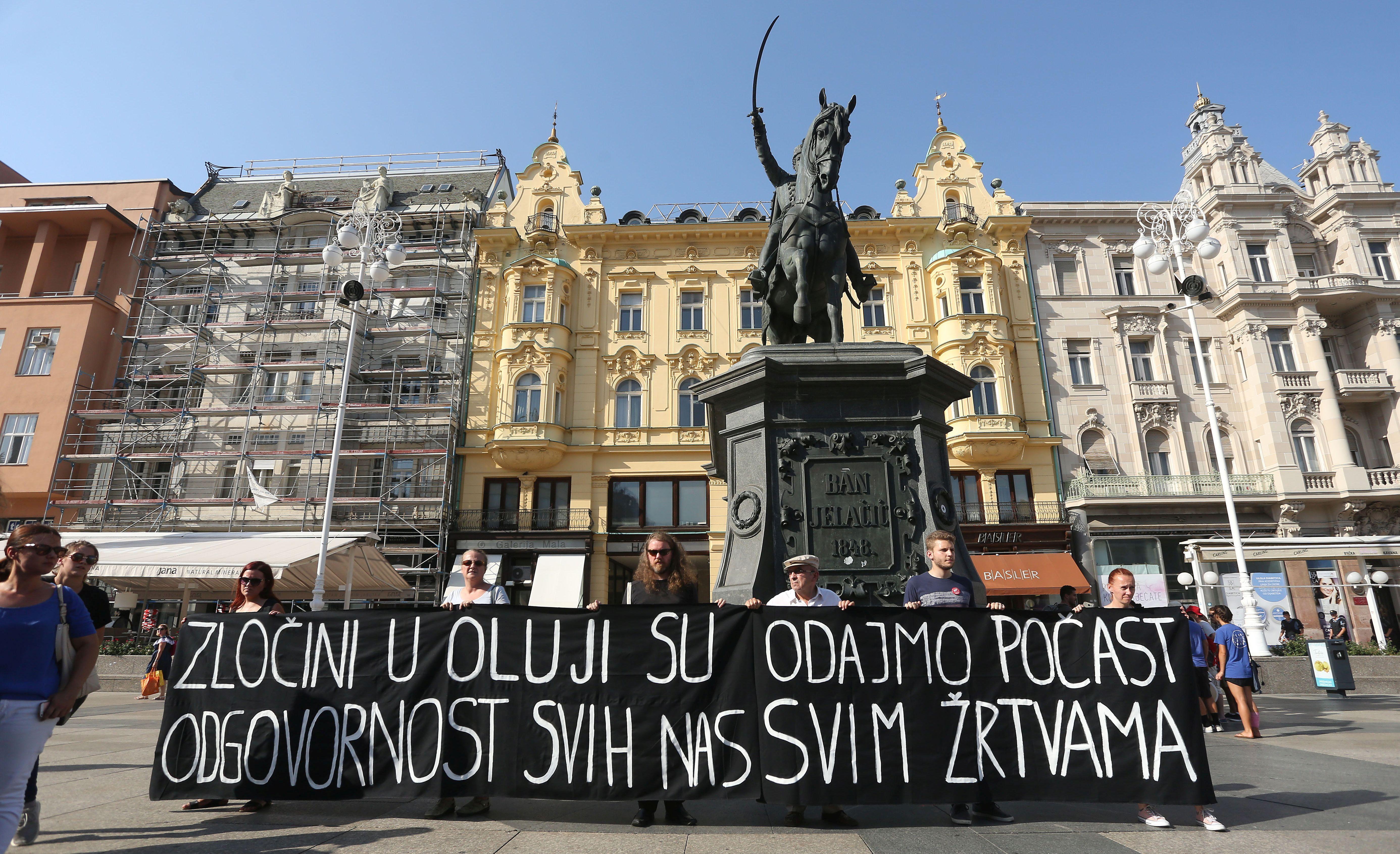 ANTIRATNI SKUP NA TRGU BANA JELAČIĆA Pozvali na sankcioniranje odgovornih za zločine tijekom Oluje