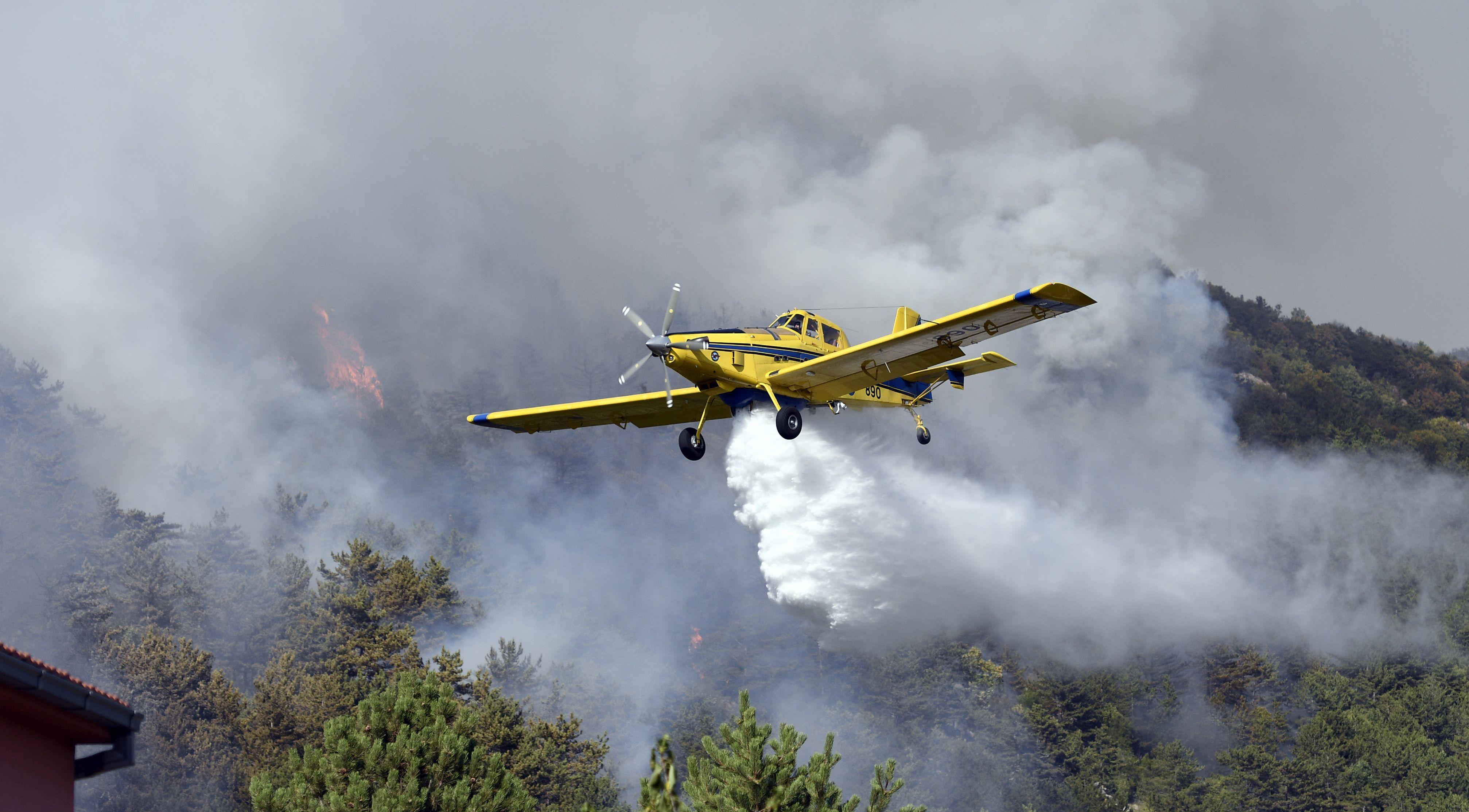 Zračne snage gase novi požar na Promini