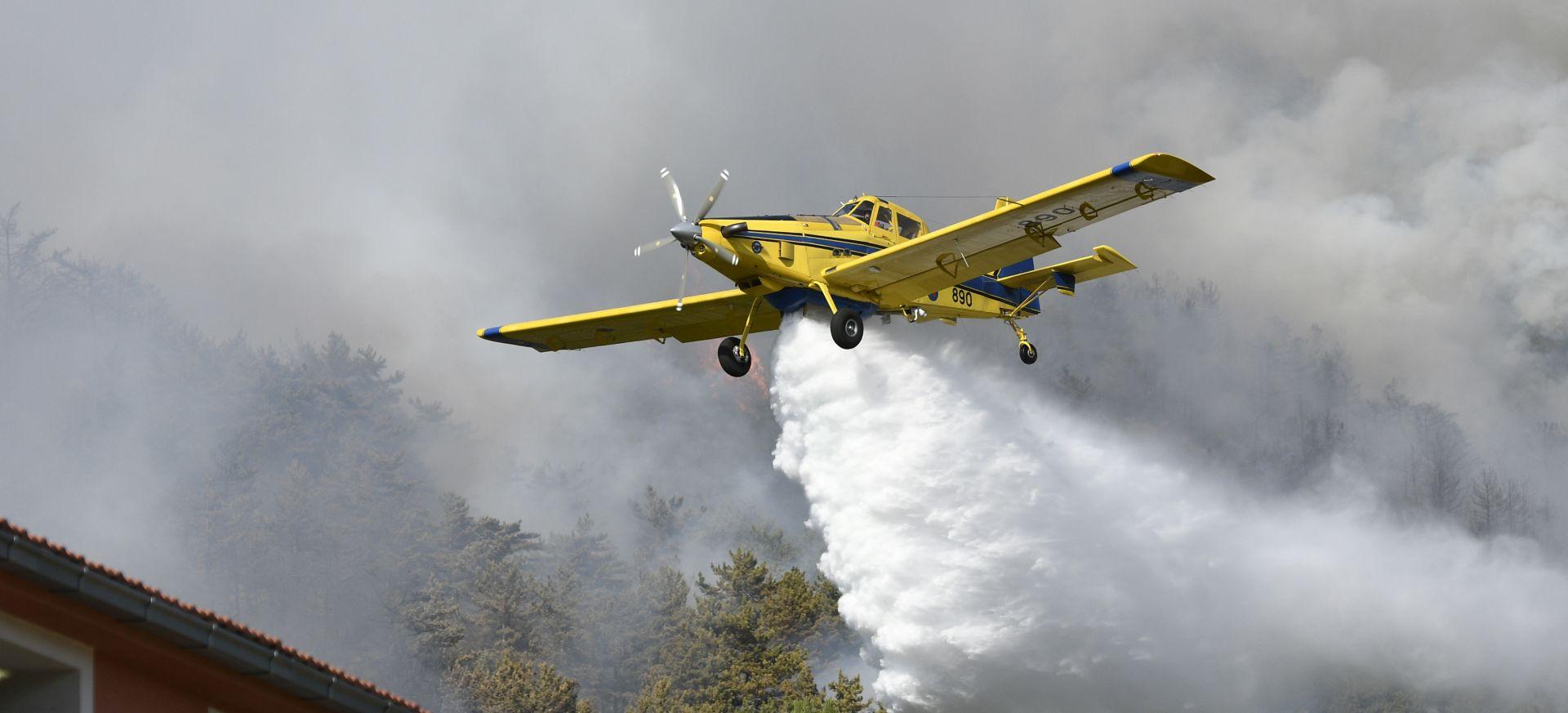MORH Tri Airtractora gase novo požarište kod Knina