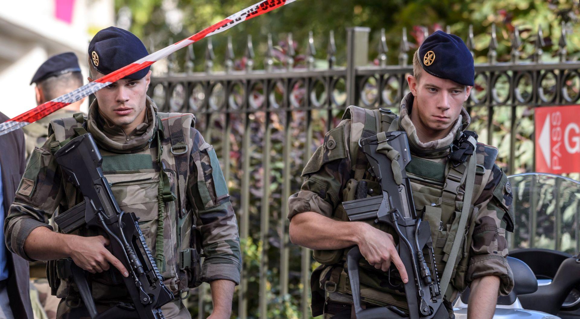 FRANCUSKA Na autocesti uhićen i ranjen osumnjičeni za napad na vojnike u Parizu
