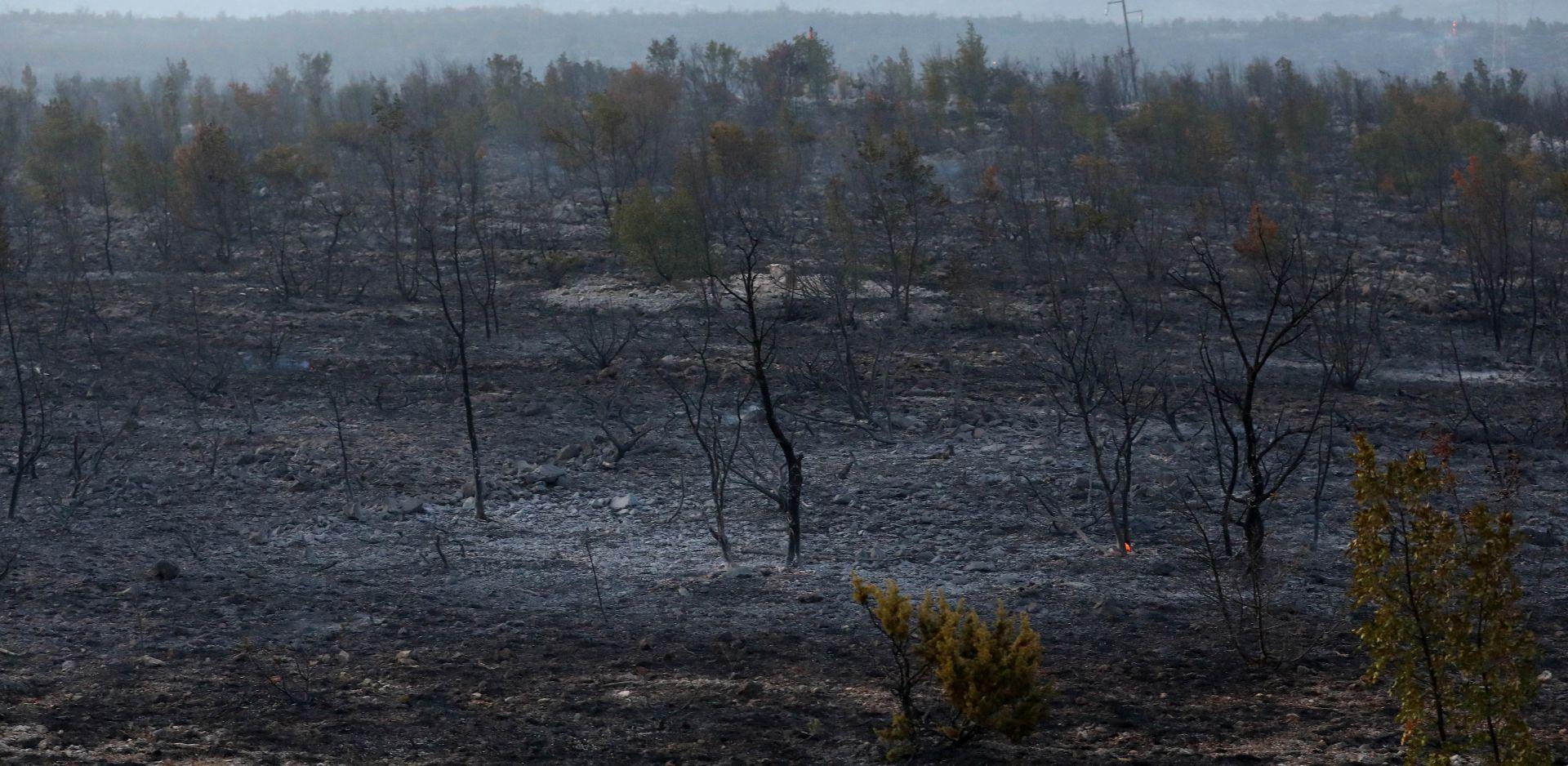 Požar na Promini gasi 90 vatrogasaca; u Zatonu ugašen