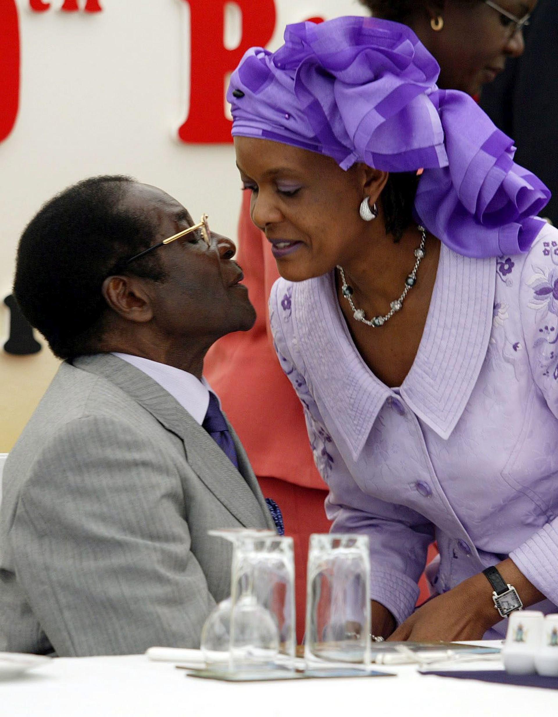 Prva dama Zimbabvea osumnjičena da je produžnim kablom napala 20-godišnjakinju