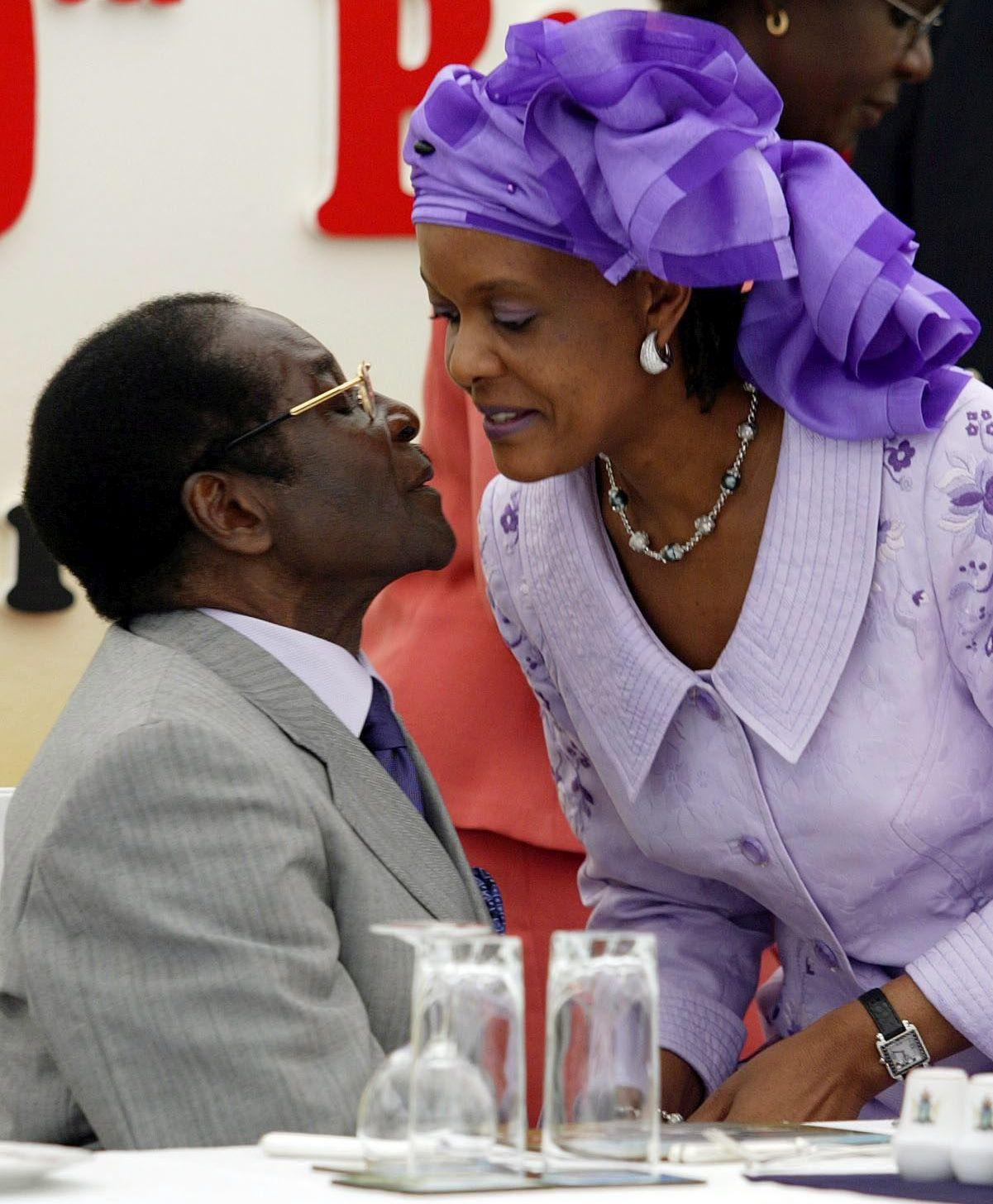 DIRNUT Mugabe je plakao kad je potpisivao ostavku