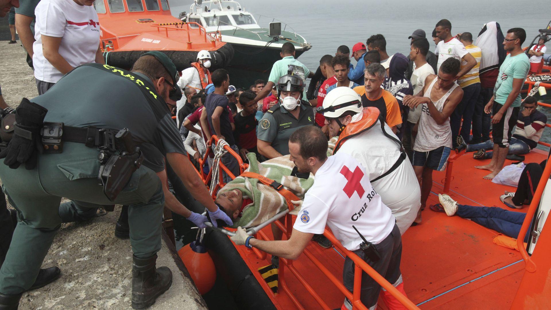 Francuska će primiti osamdesetak izbjeglica s dva humanitarna broda koja su podijelila Europu