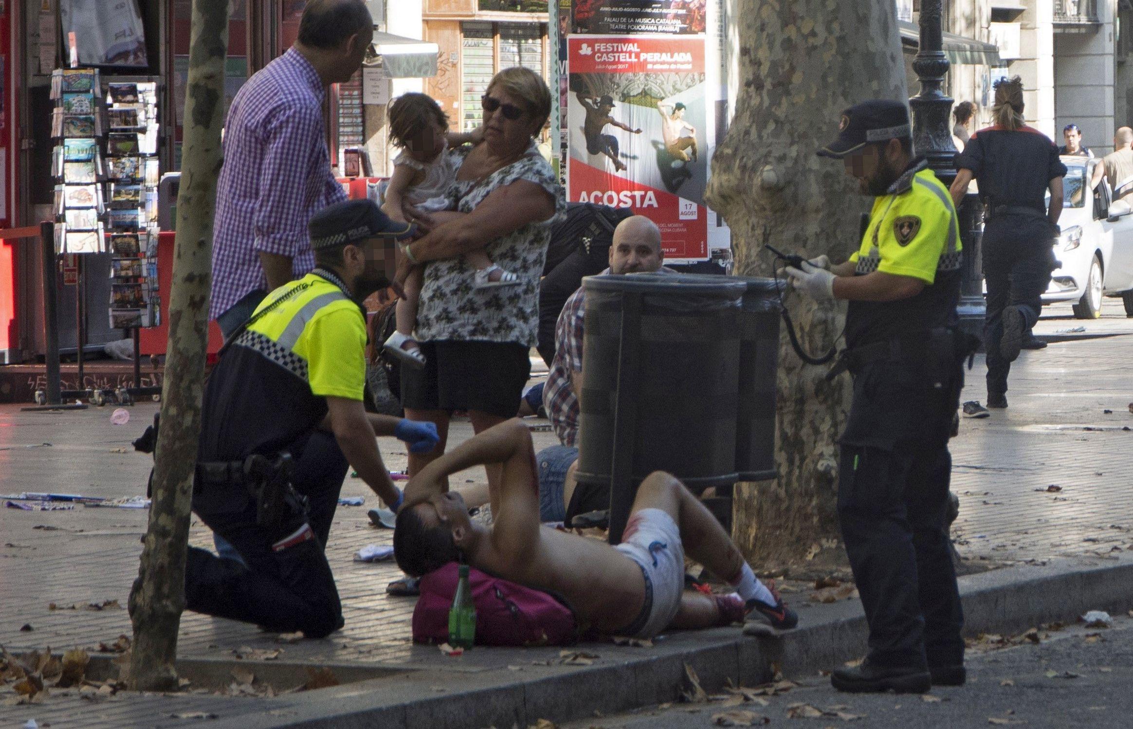 TERORISTIČKI NAPAD U BARCELONI Kombi se zaletio u ljude, najmanje 13 mrtvih i 100 ozlijeđenih, uhićena dva terorista