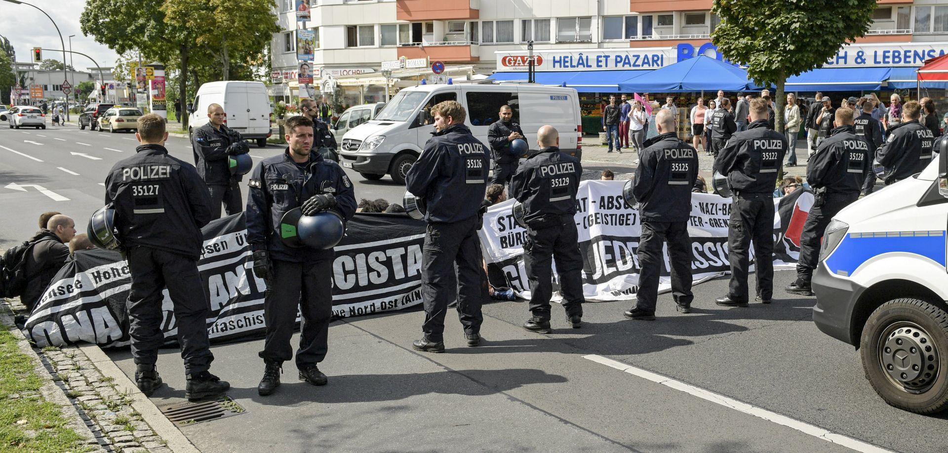 Stotine prosvjeduju protiv skupa neonacista u Berlinu