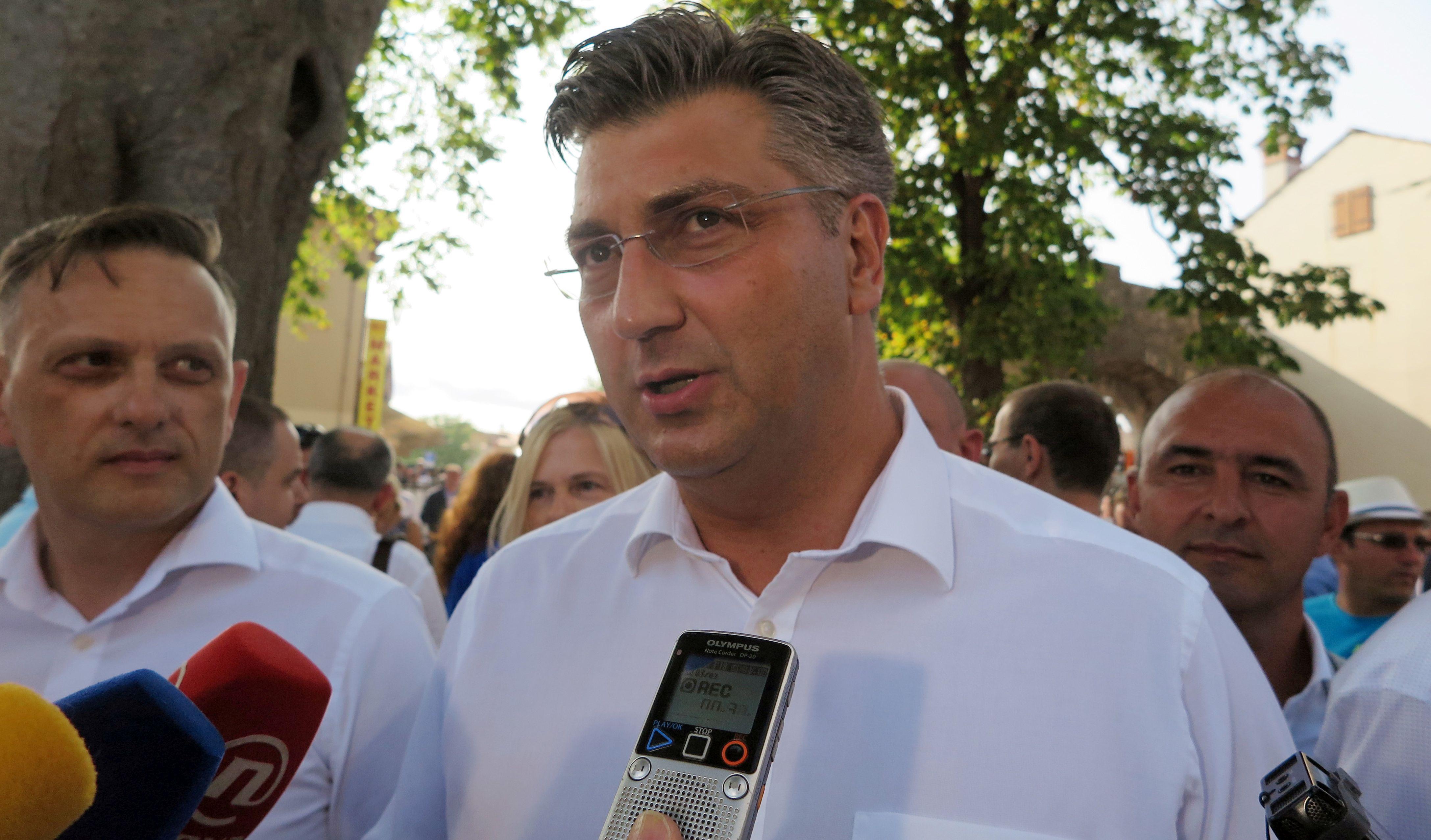 PLENKOVIĆ 'Obrazovna reforma ide dalje; sve ostalo ljetne teme'