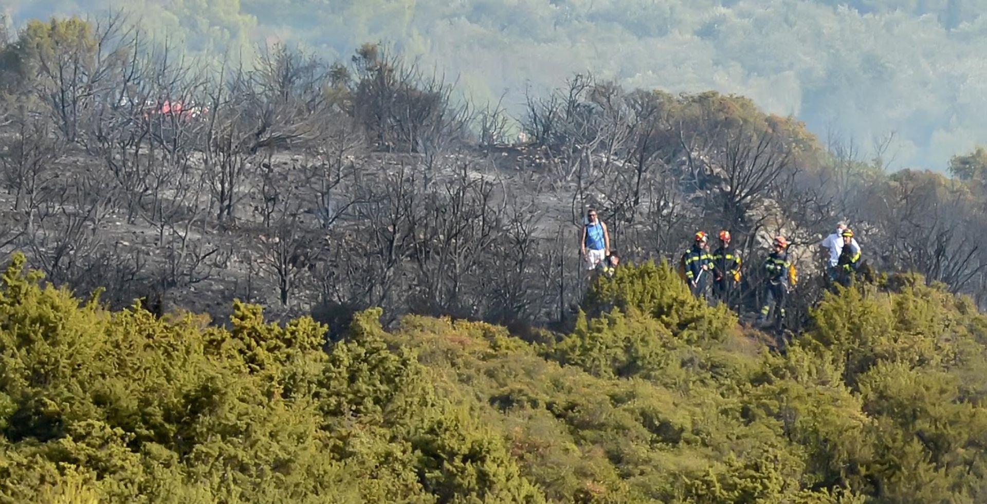 Požar na Velebitu još nije lokaliziran