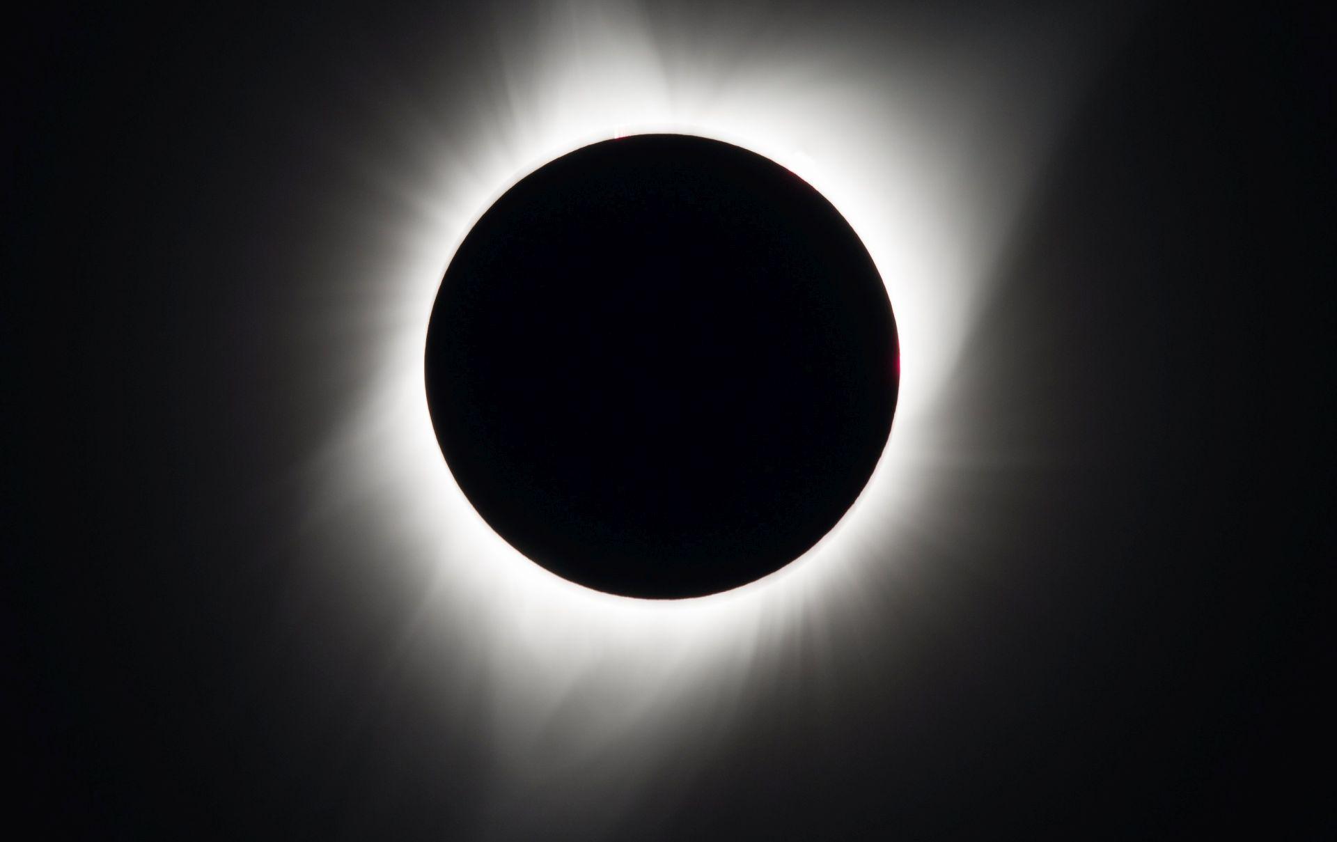 U Americi počela potpuna pomrčina Sunca