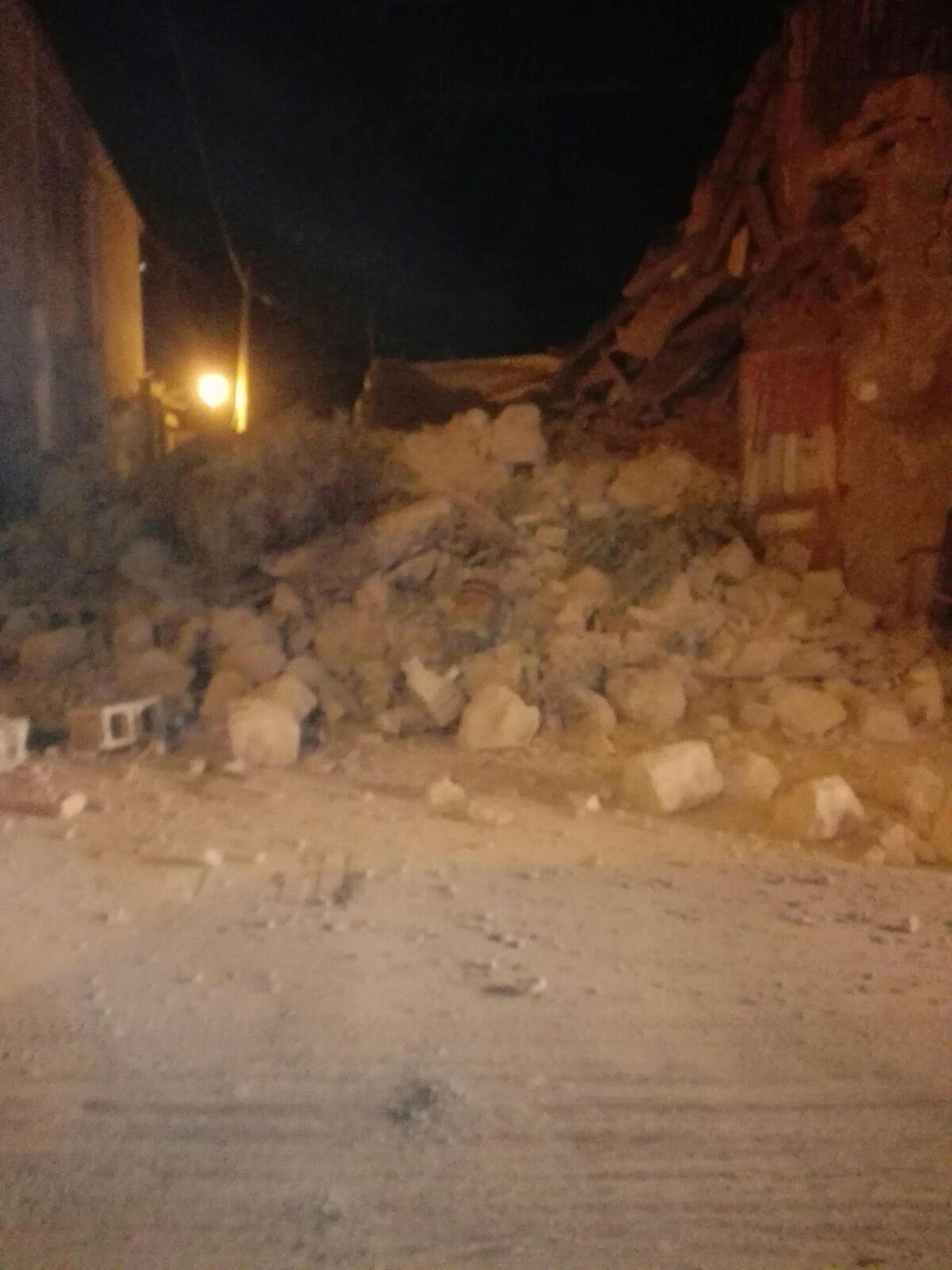 Potres pogodio talijanski otok Ischiu, srušene zgrade