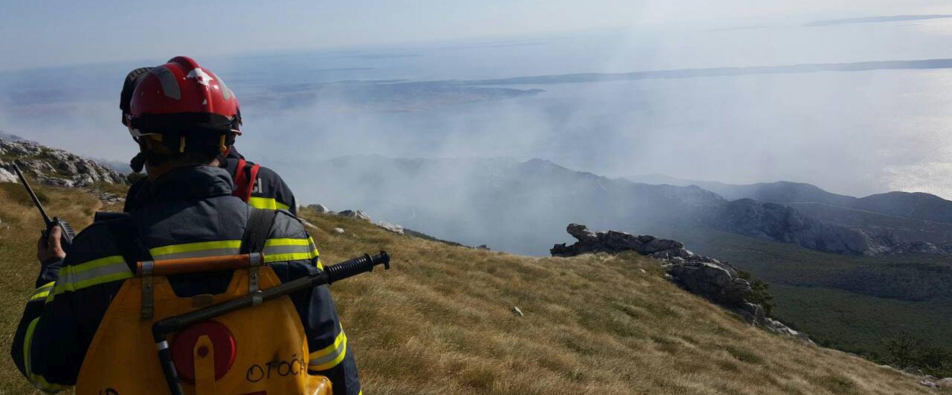 Sjeverni Velebit gori tjedan dana, nije ga ugasila niti kiša