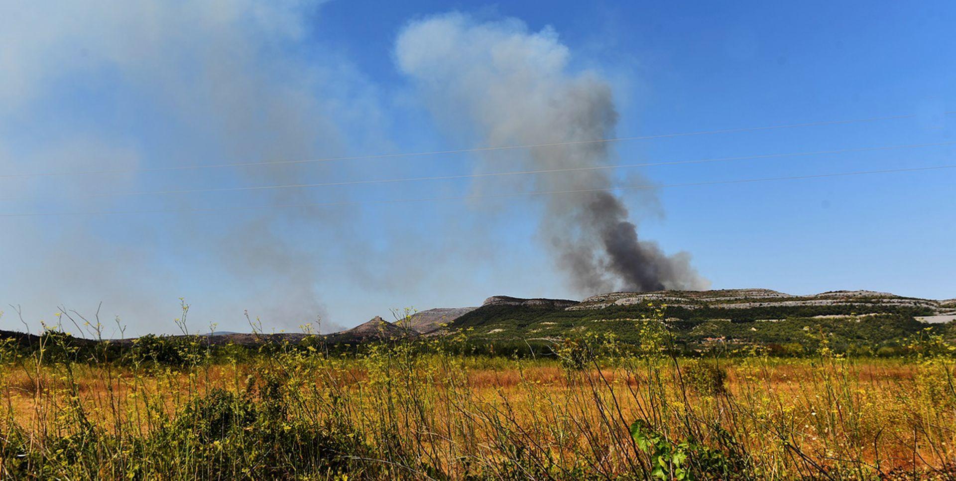 Ugašen požar blizu Skradina
