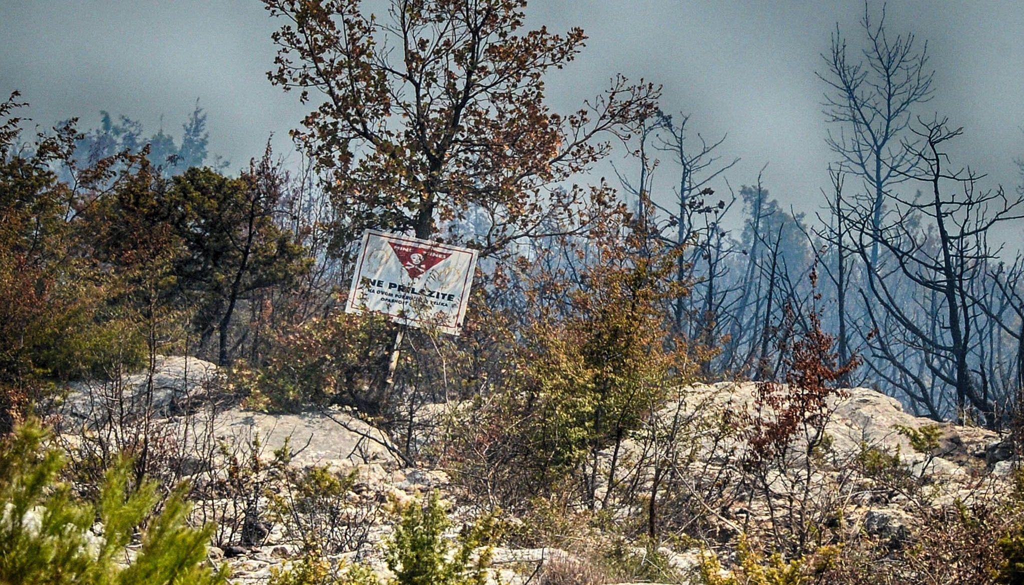 DALMACIJA Spojila se dva požara kod Kistanja, evakuirano 12 osoba iz sela Pavići
