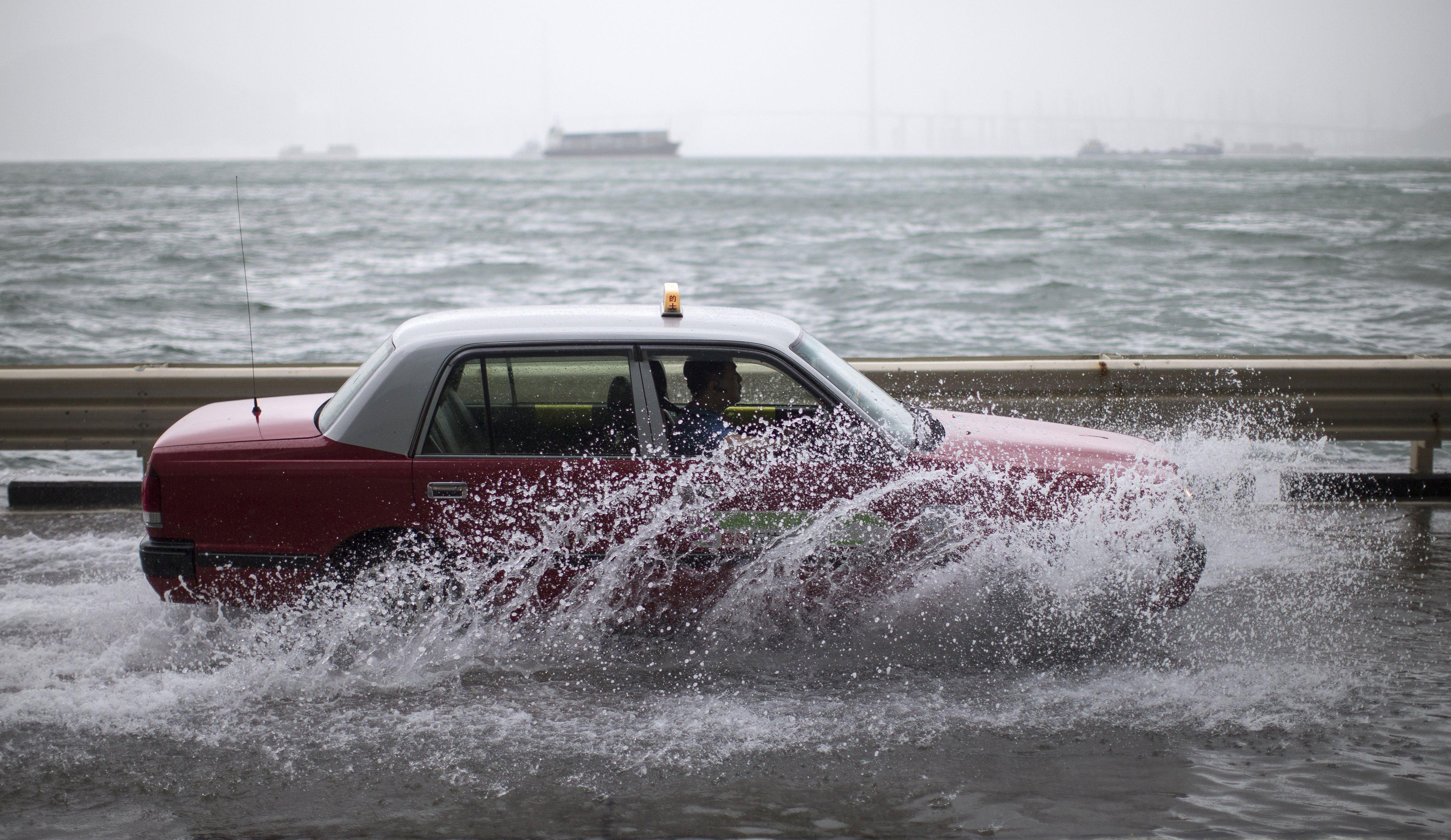 HONG KONG Ozlijeđene najmanje 34 osobe u naletu tajfuna Hato